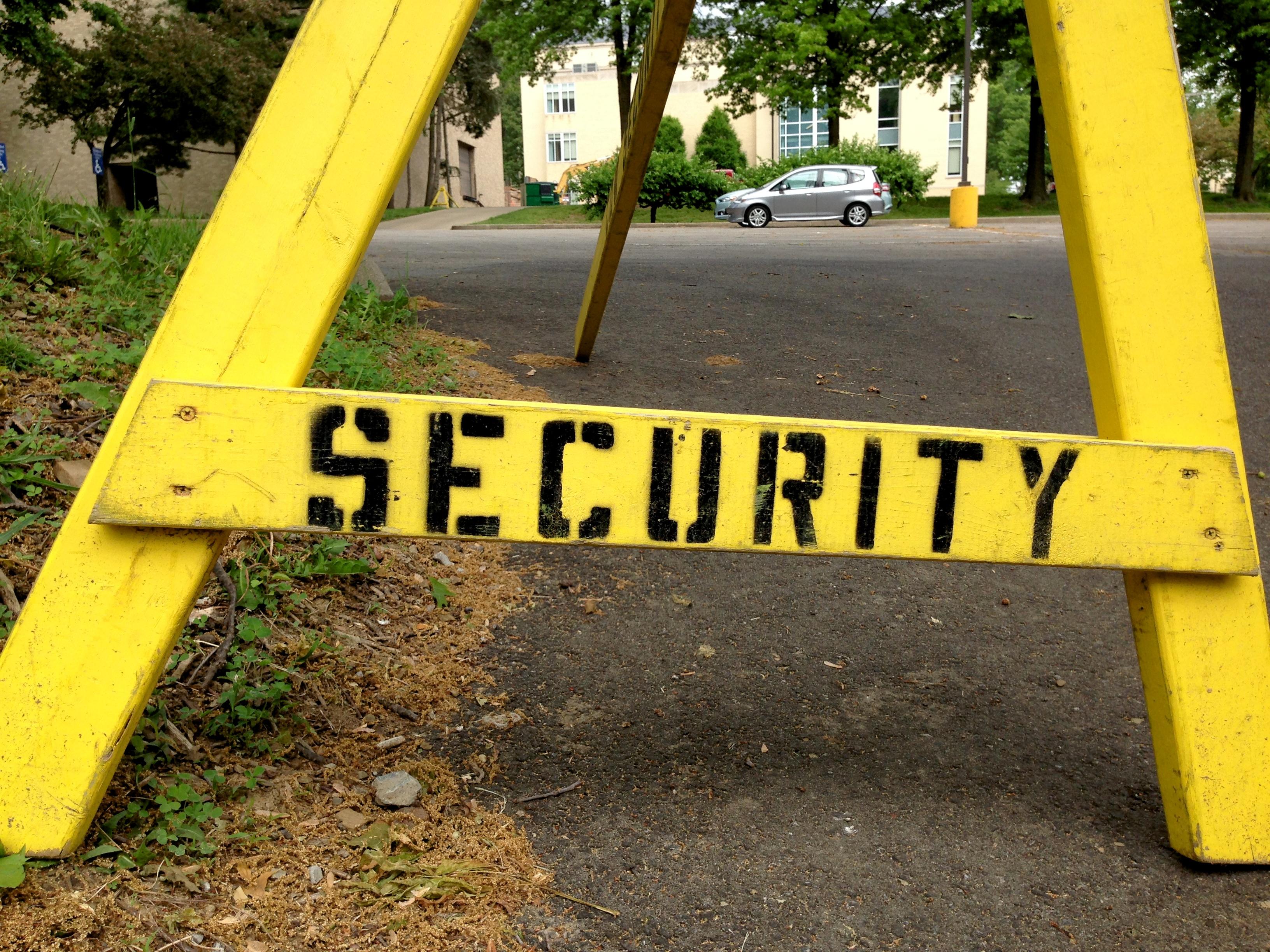 Fotos gratis : ciudad, firmar, mueble, amarillo, seguridad, espacio ...