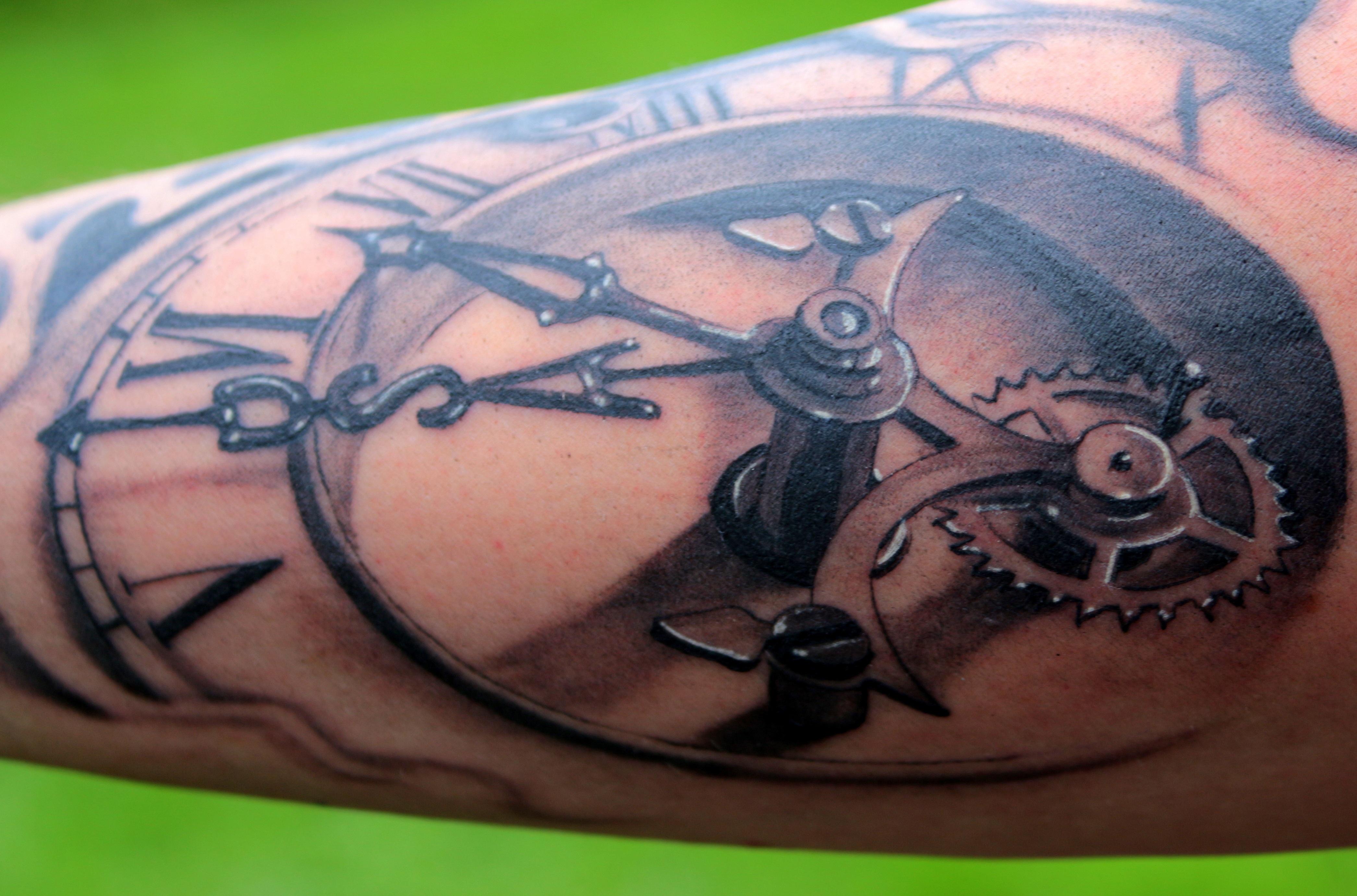 images gratuites l 39 horloge symbole tatouage quipement cadran poitrine encre corps. Black Bedroom Furniture Sets. Home Design Ideas