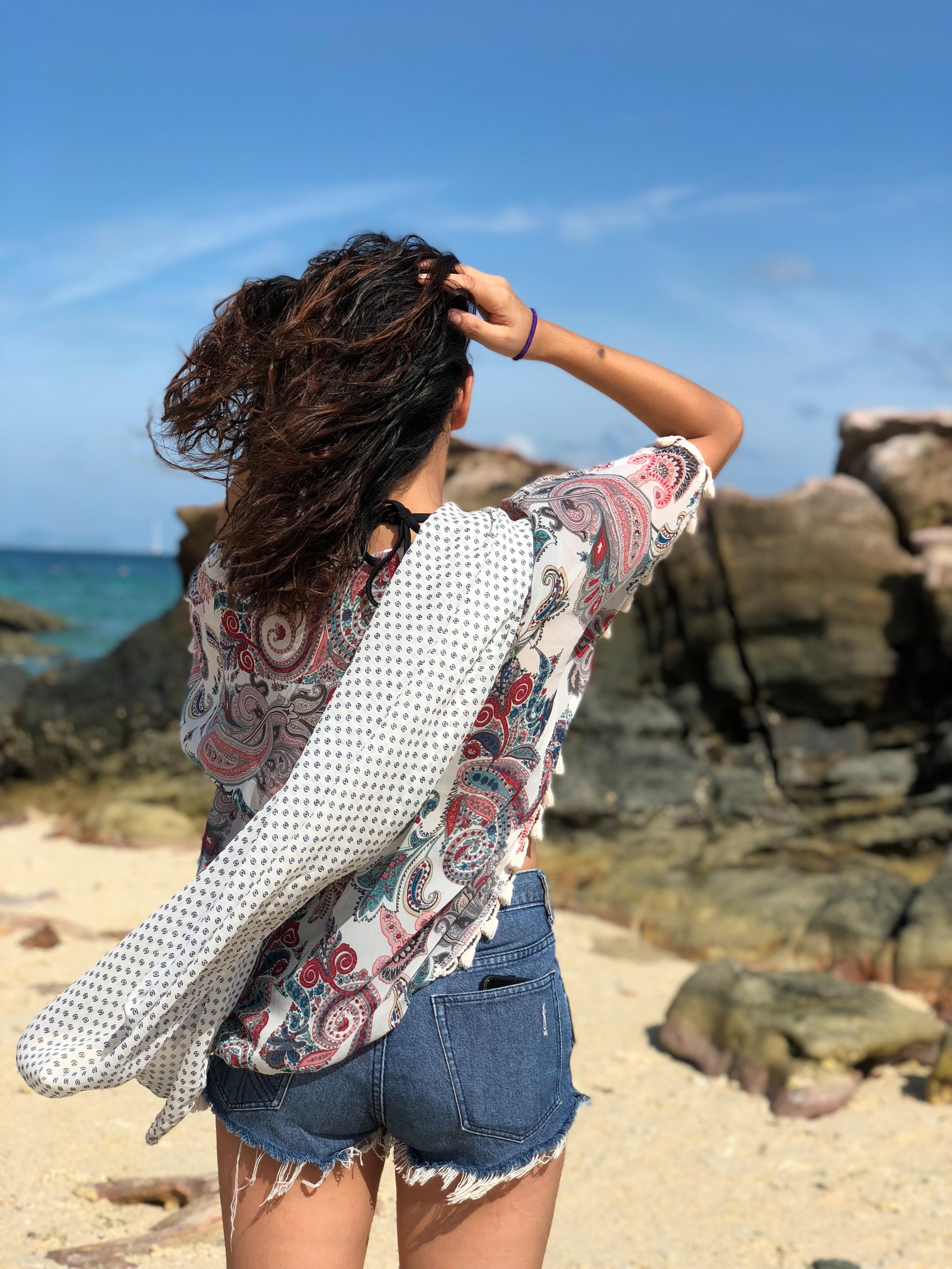Фото и картинки со спины девушек брюнеток