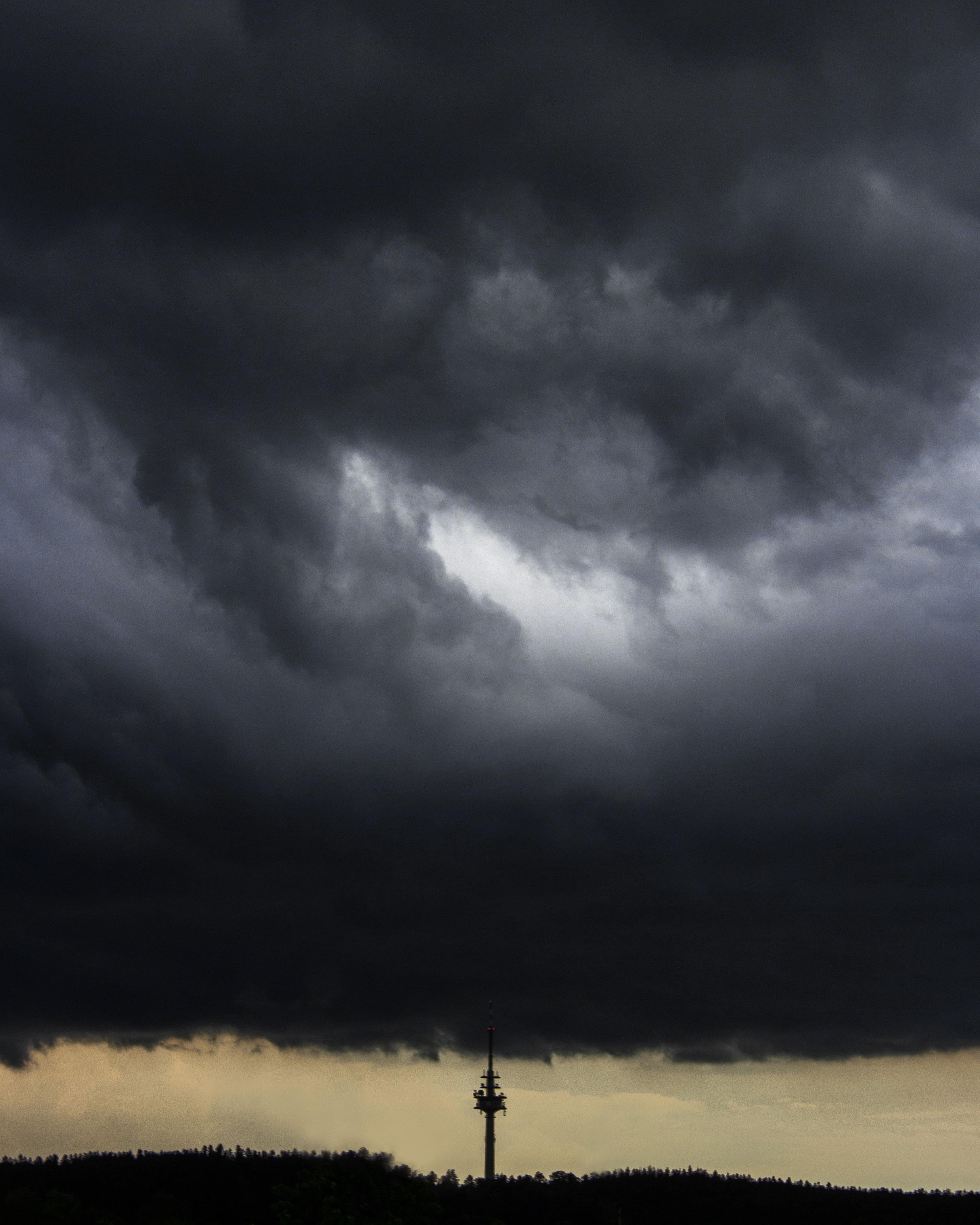 животное ракетный гром среди темного неба фото городе обращает себя