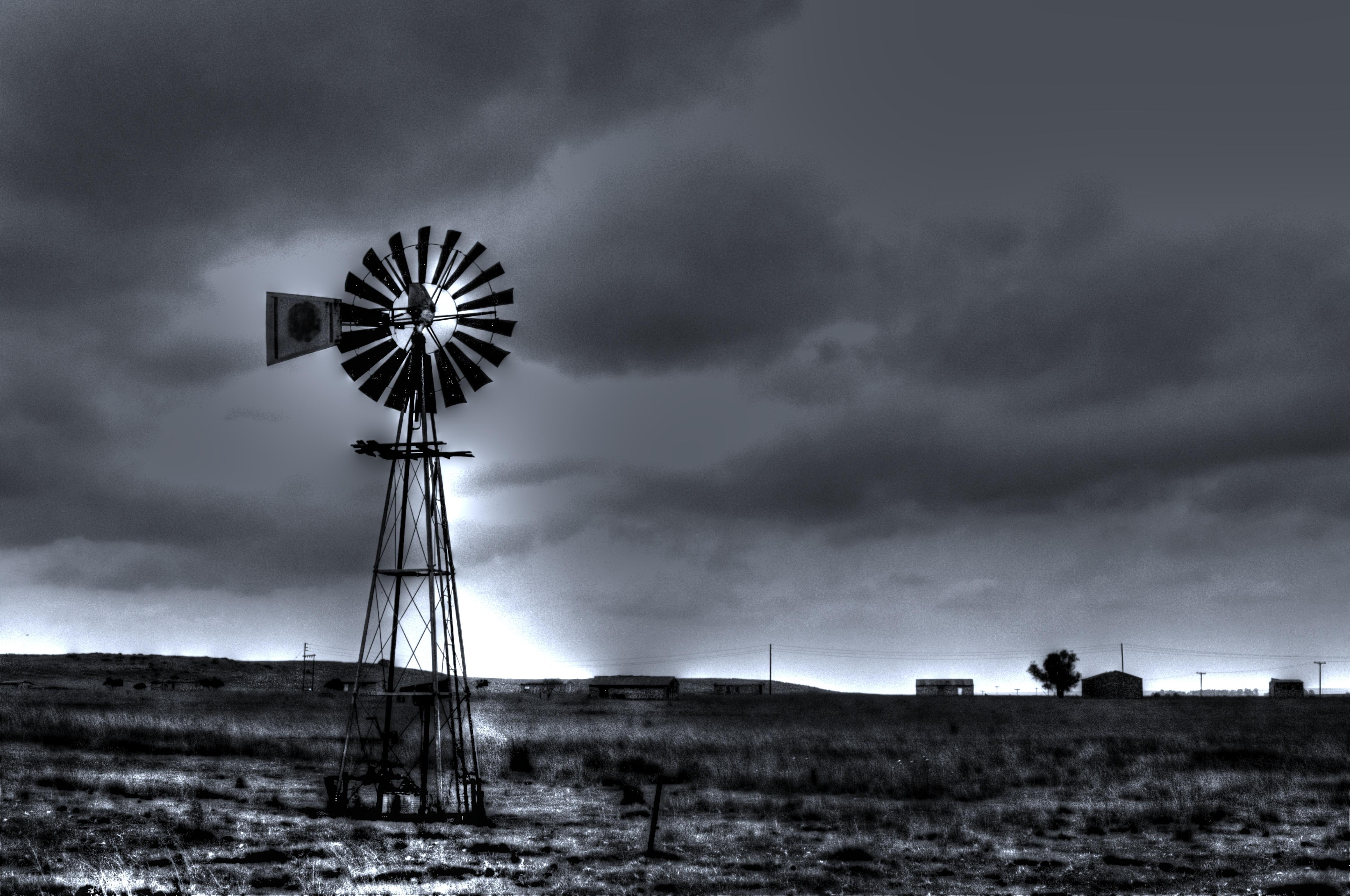 무료 이미지 : 구름, 검정색과 흰색, 하늘, 풍차 비슷한 것, 바람, 국가, 날씨, 기계, 어둠, 전기 ...