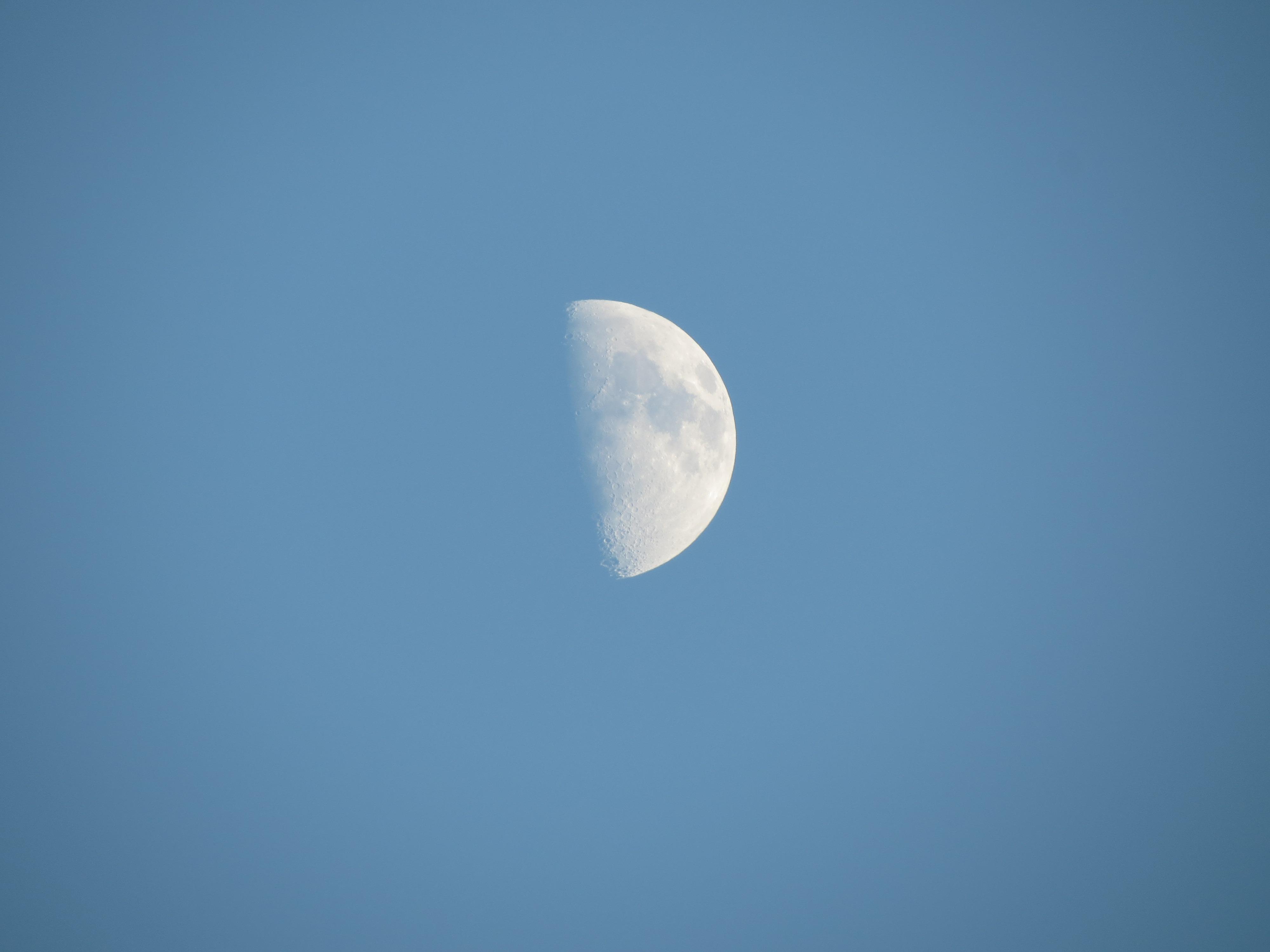 Gambar Awan Langit Suasana Lingkaran Bulan Sabit Objek