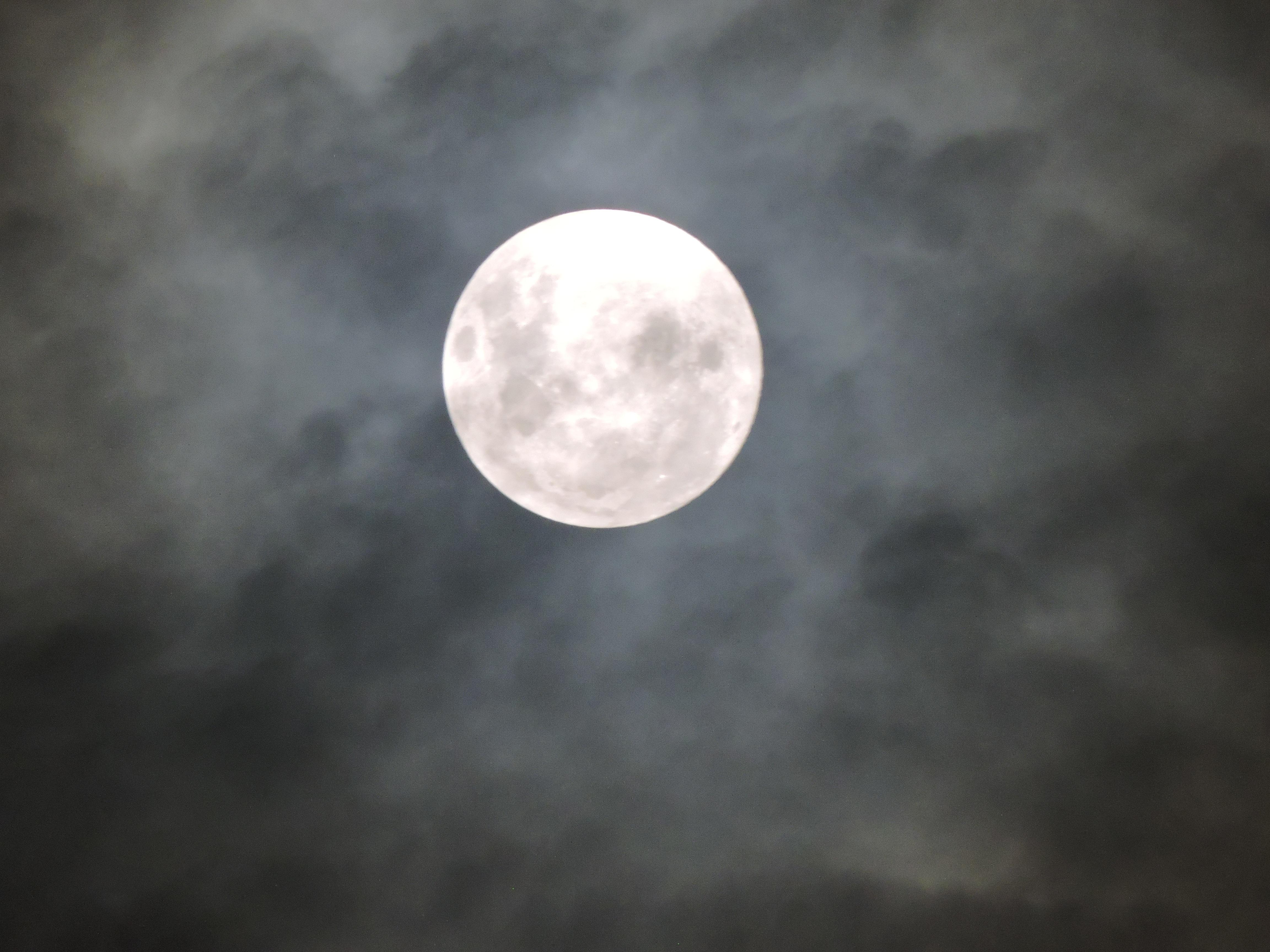 какой бороде фотография луны в облаках состоялась севастополе