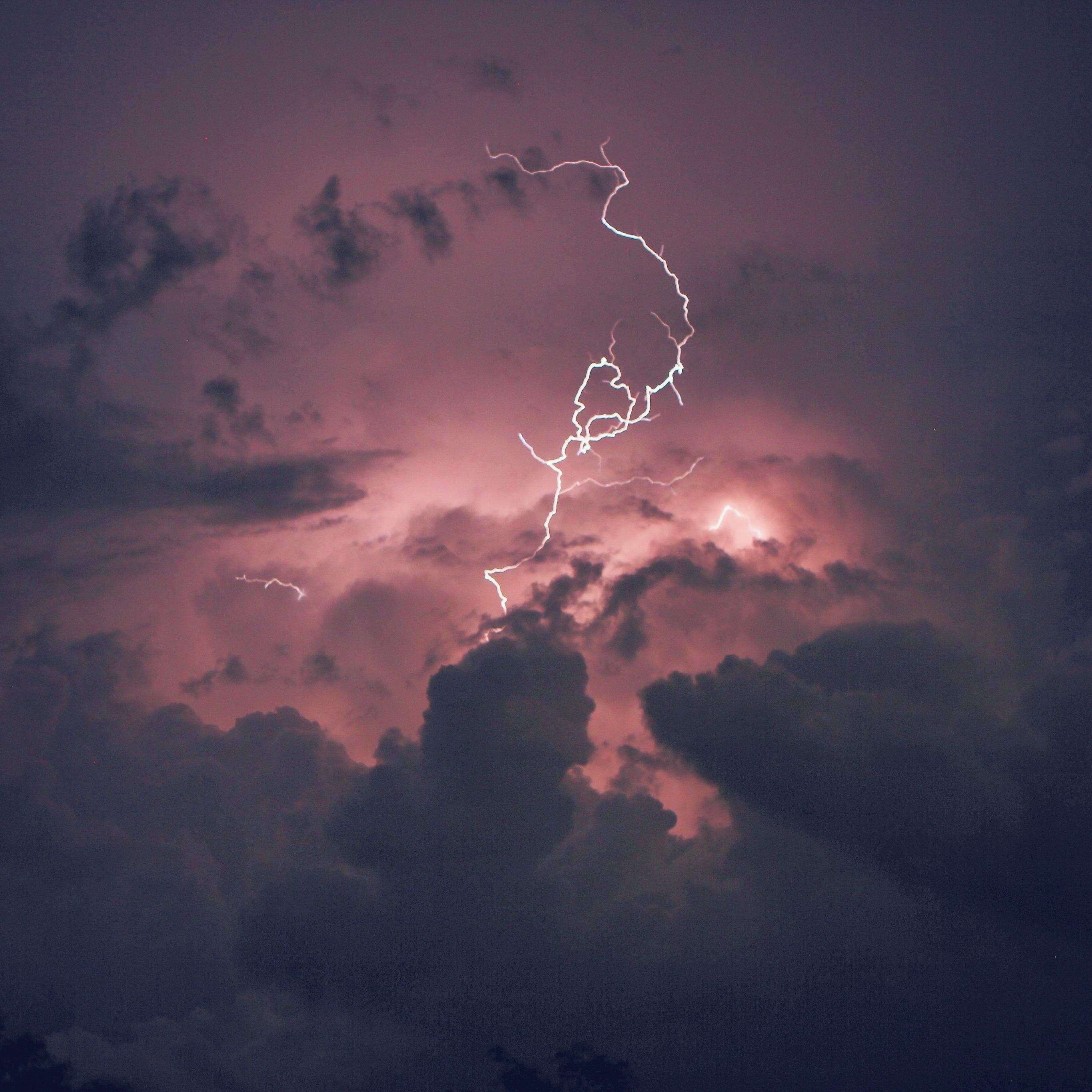 Lightning strikes in cumulus / cumulonimbus clouds, but no ... |Cumulus Clouds Lightning