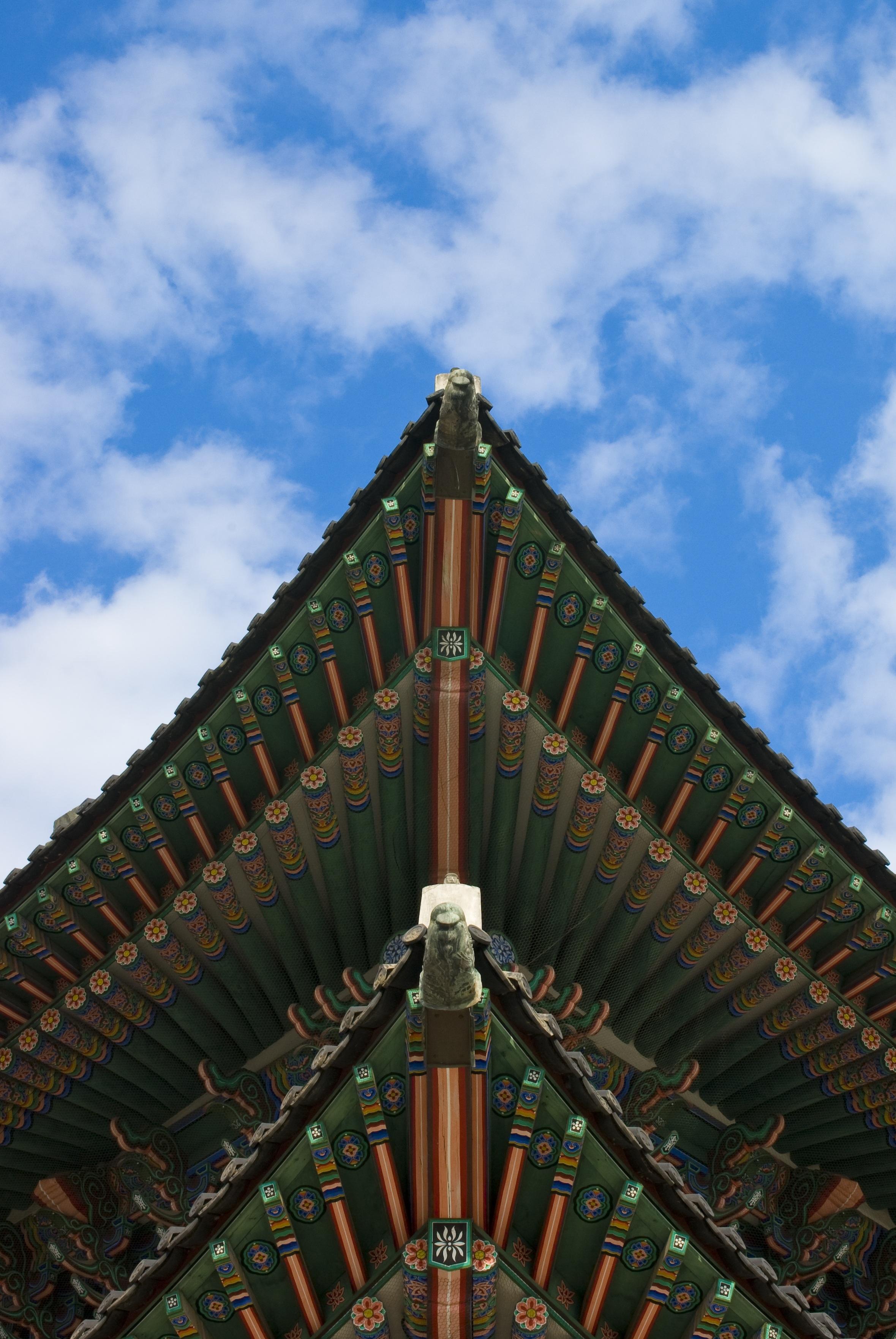무료 이미지 구름 하늘 목재 지붕 건물 무늬 경계표 푸른 성당 예배 장소 모노