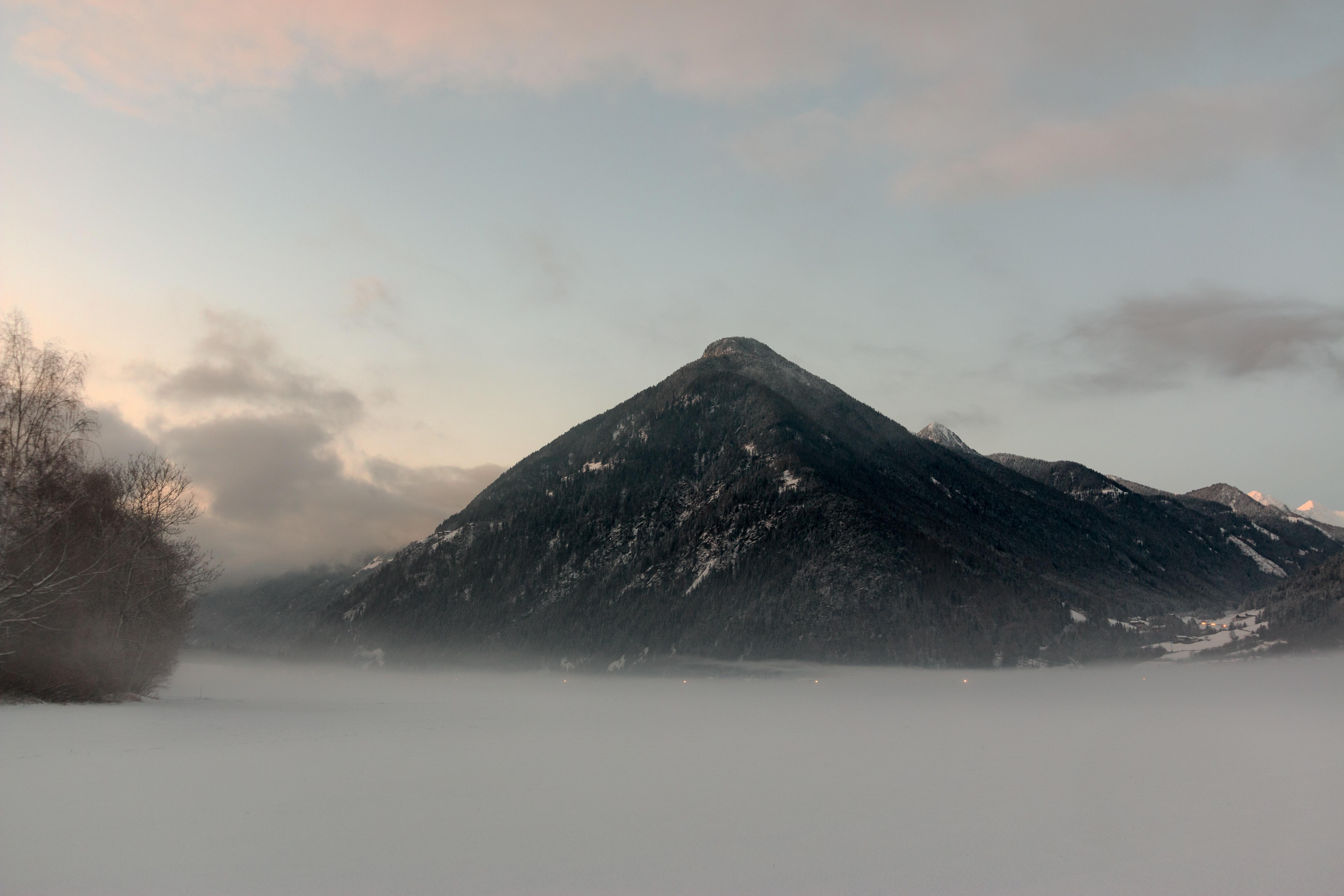 Immagini belle nuvole freddo luce del giorno sfondo for Immagini desktop inverno