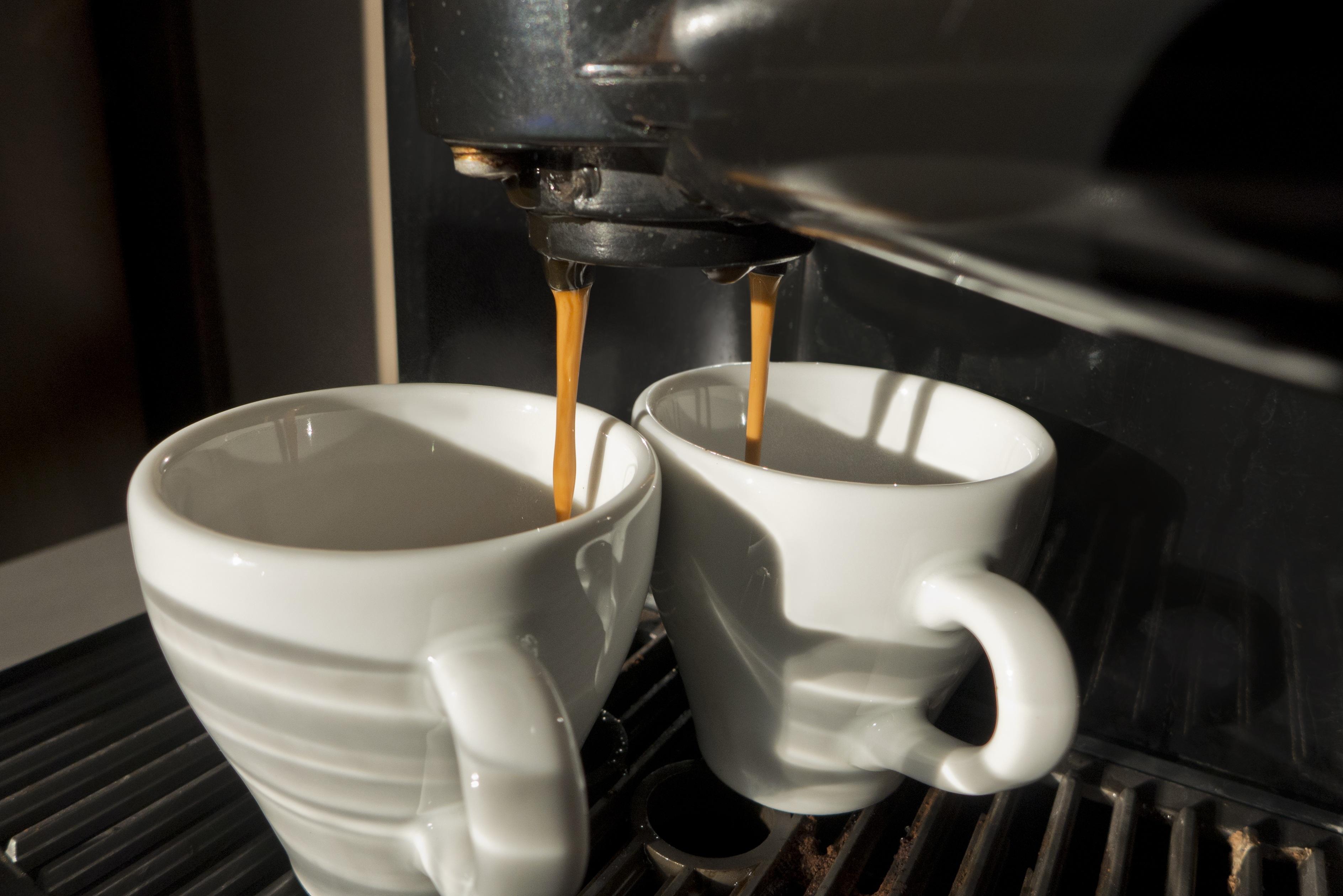 пара две чашки кофе и кофейник картинки нас есть