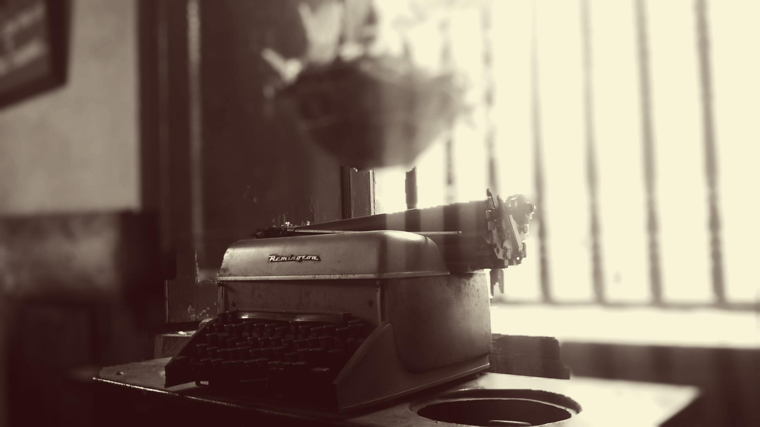 Gambar Kopi Hitam Dan Putih Jendela Mesin Tik Minum Satu Warna Espreso Mesin Ketik Tua Foto Fotografi Monokrom Peralatan Kantor 2592x1456 33227 Galeri Foto Pxhere