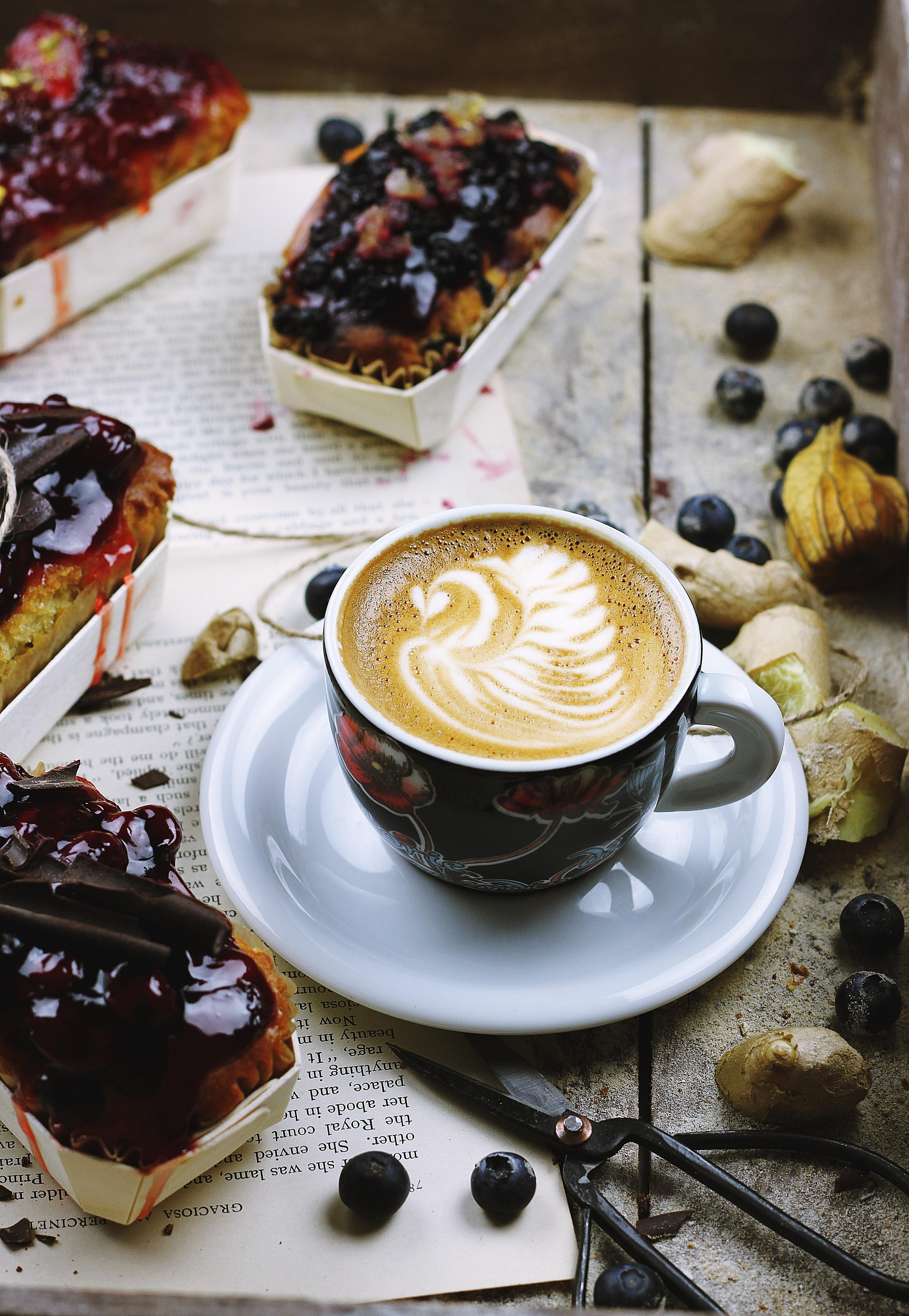 Оля спасибо, картинки с кофем и пирожными красивые