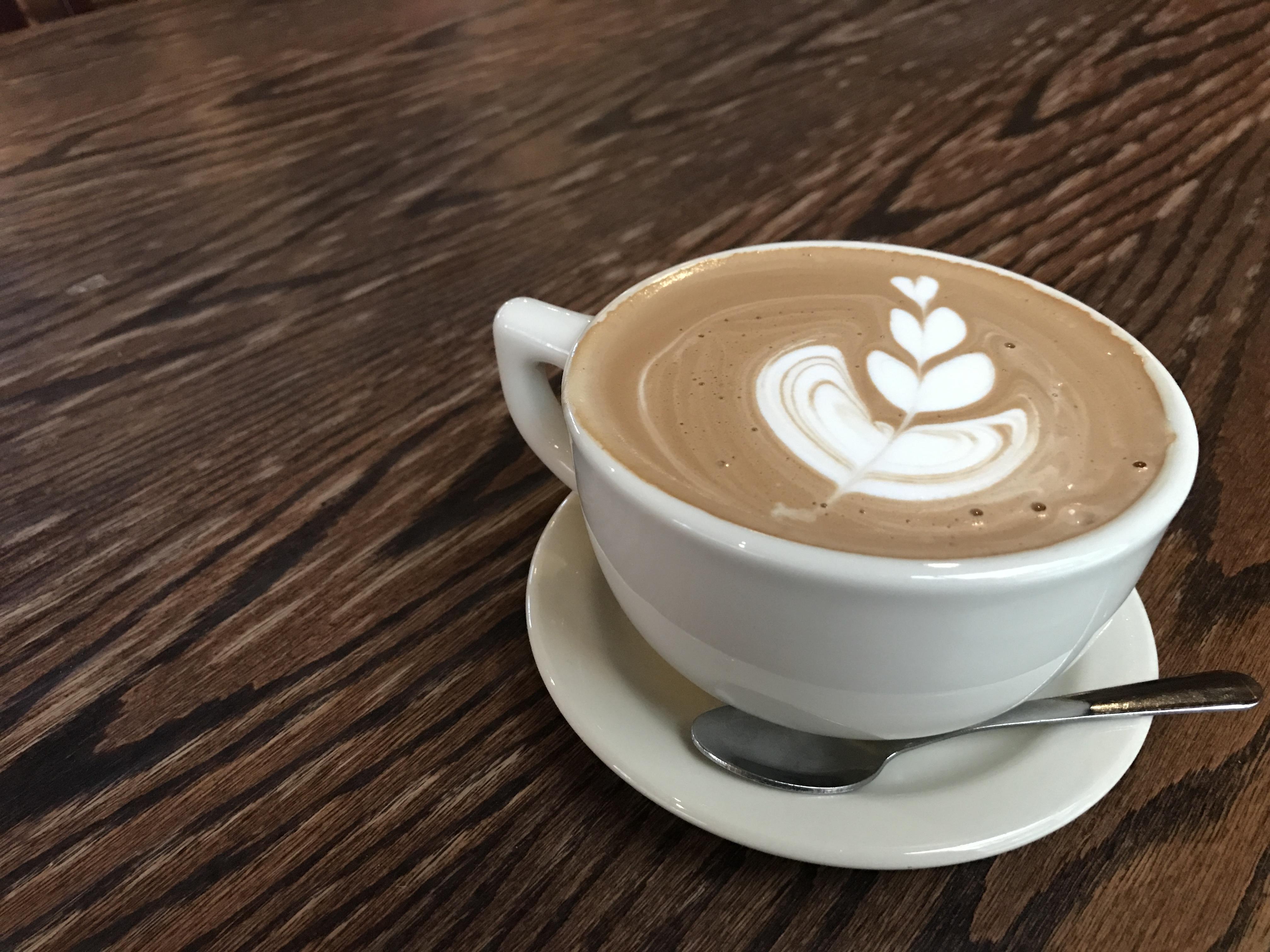 fotos gratis vaso latt capuchino relajarse beber caf expr s taza de caf cafe na. Black Bedroom Furniture Sets. Home Design Ideas