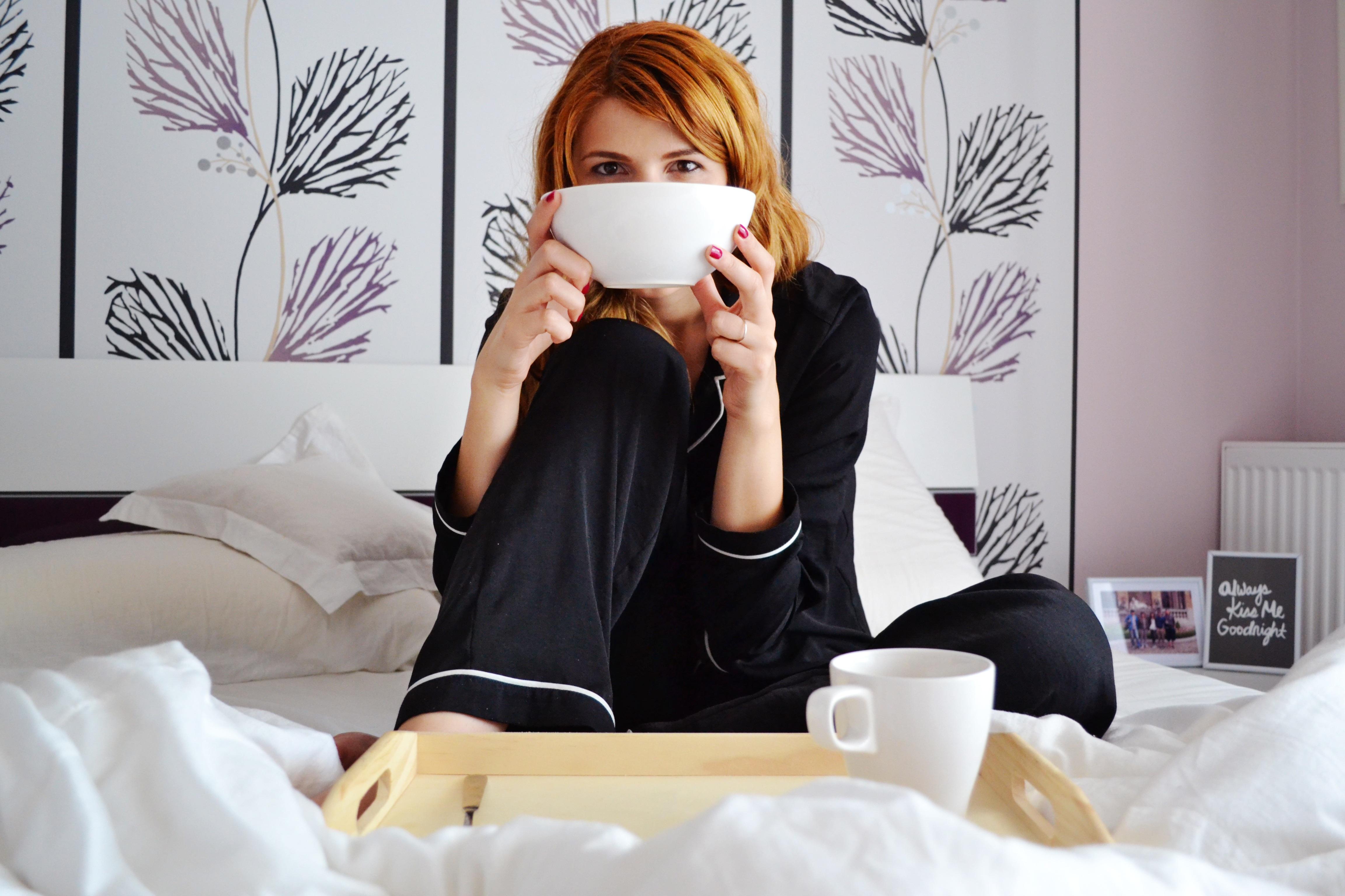 Gratis afbeeldingen koffie ochtend huis vrouw kop model