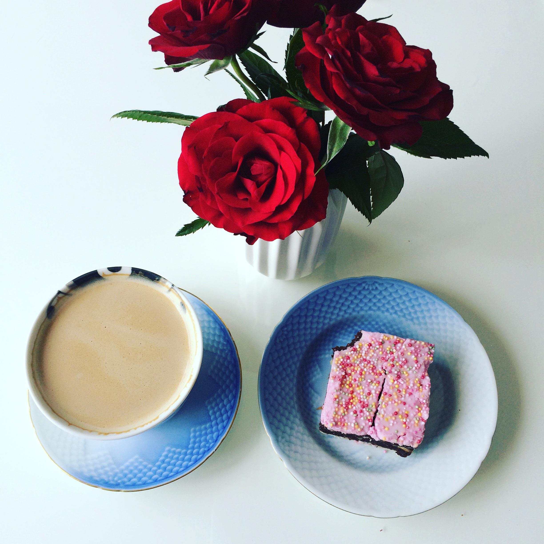 хочу кофе с молоком картинки красивые и с розами взрослое животное