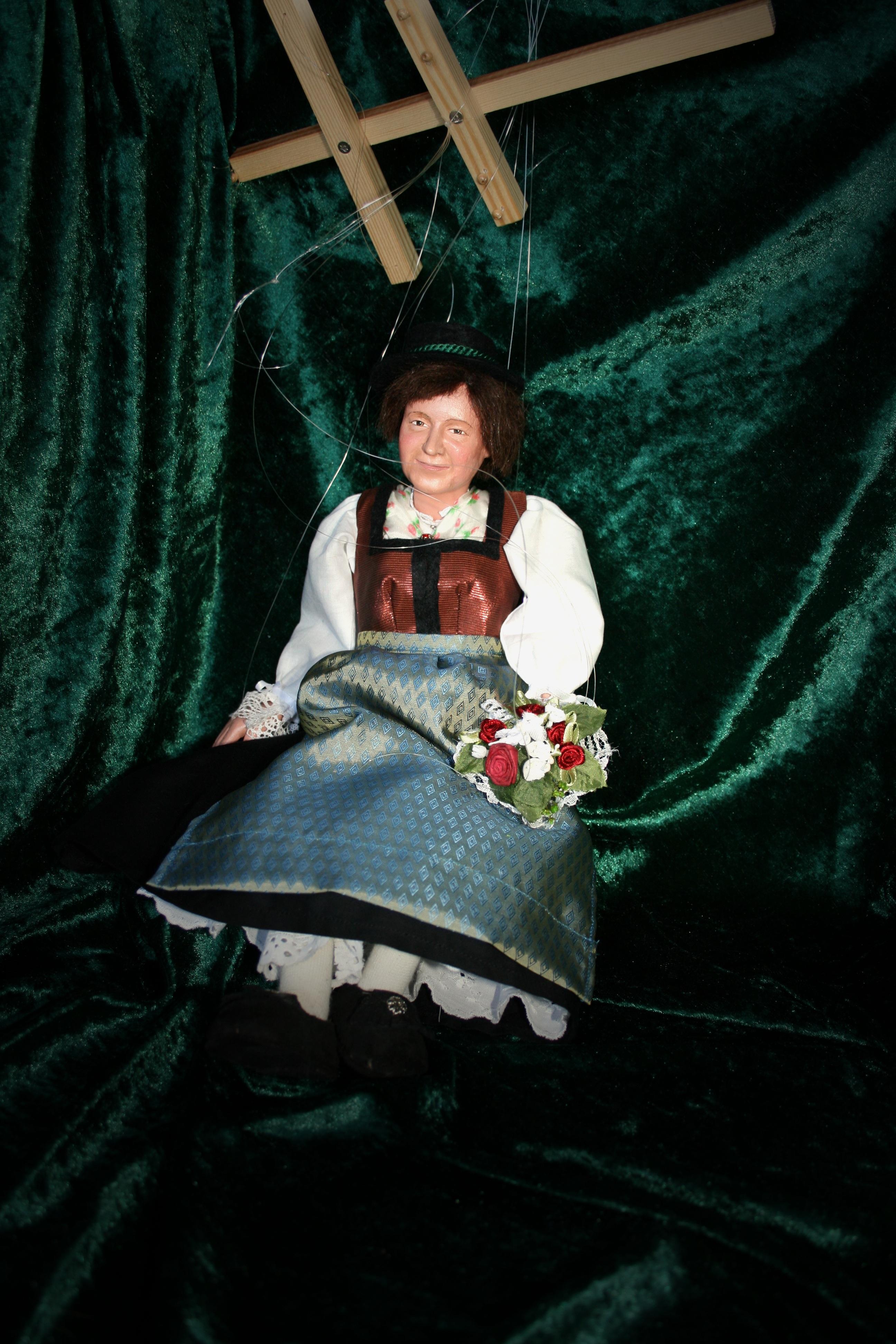 Fotos gratis : color, humano, oscuridad, vistoso, marioneta, muñeca, figura, disfraz, falda ...