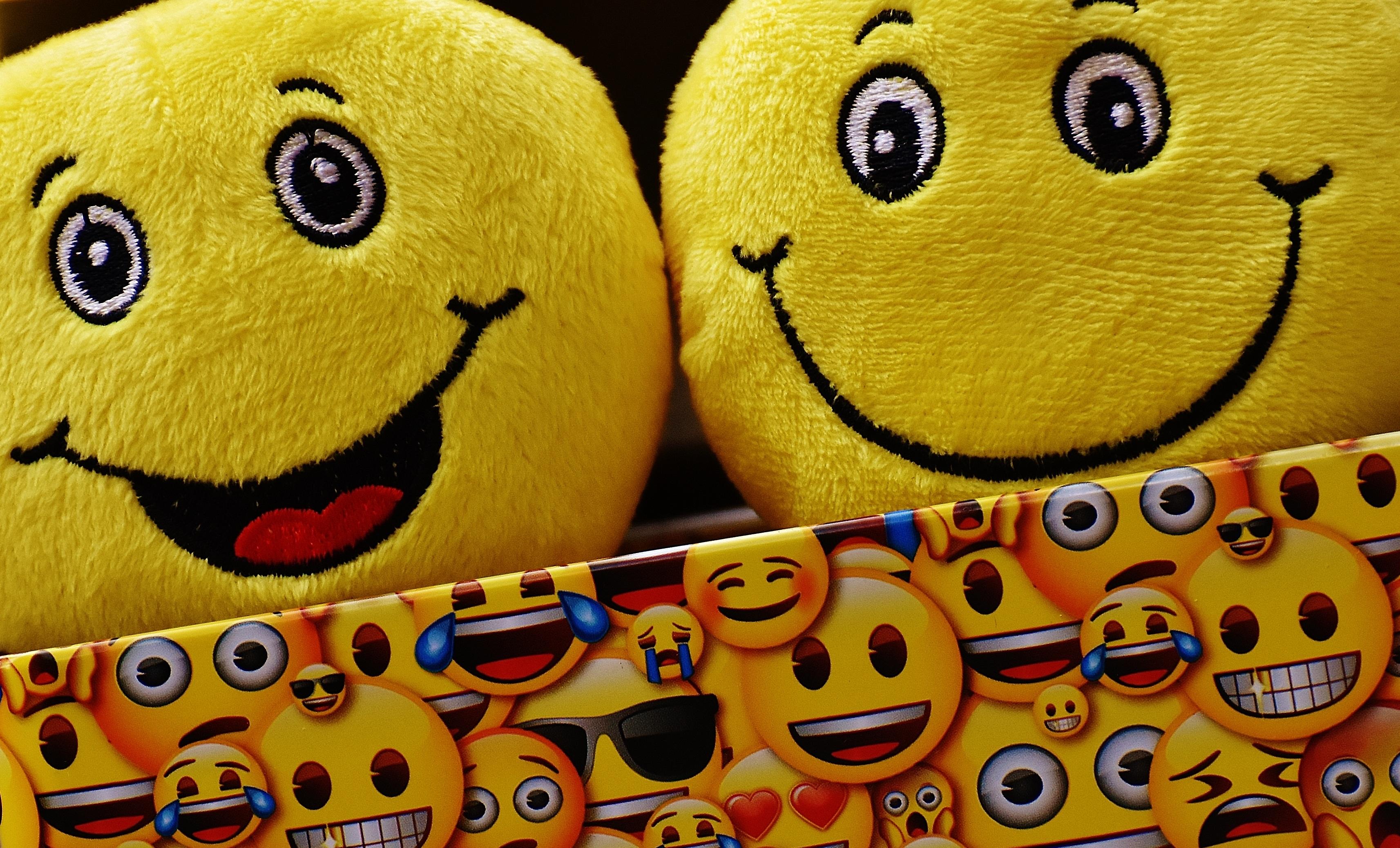 images gratuites couleur jaune jouet sourire rire de bonne humeur visage content dr le. Black Bedroom Furniture Sets. Home Design Ideas