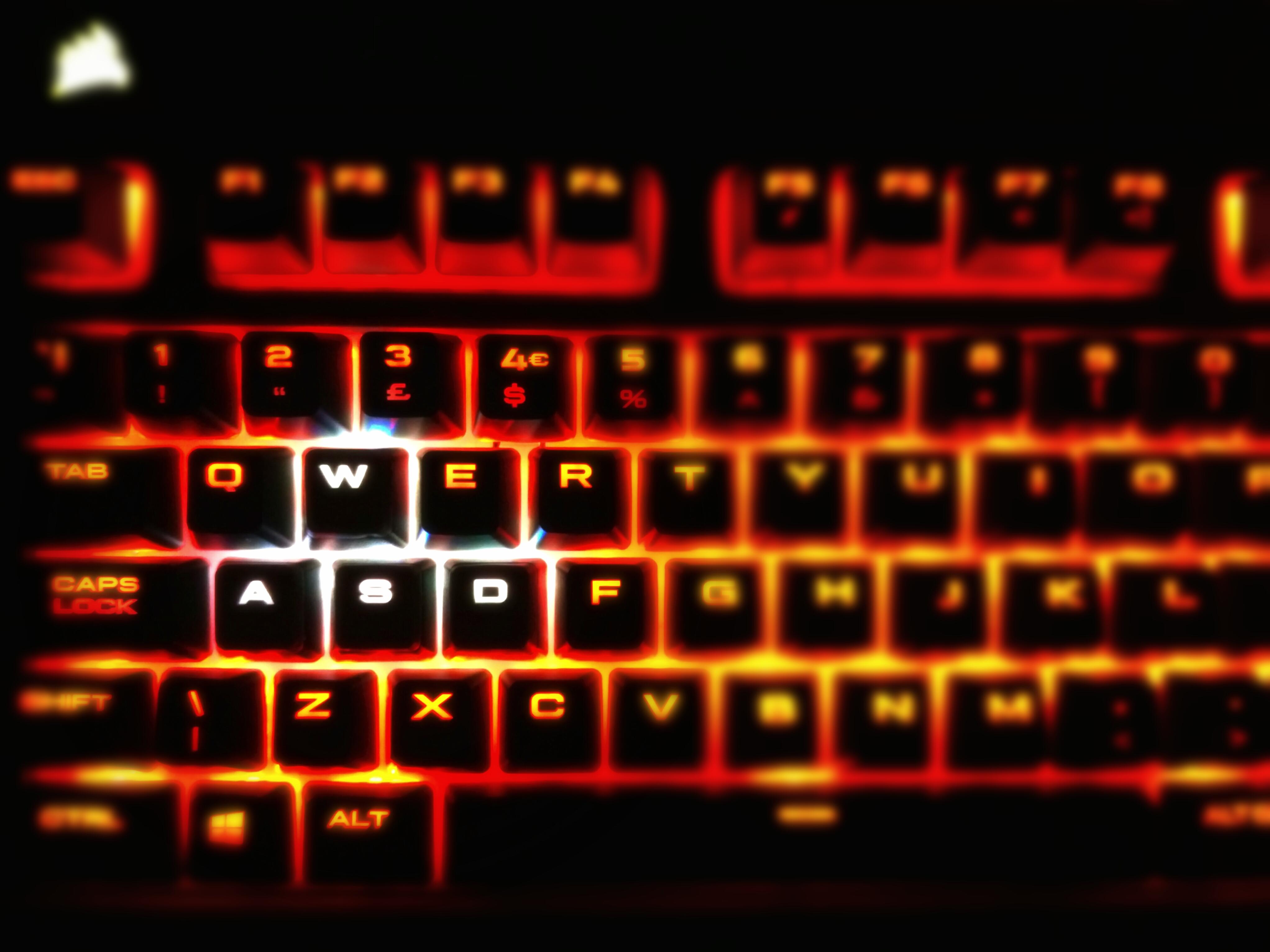 Fotos gratis : computadora, ligero, teclado, tecnología, número ...
