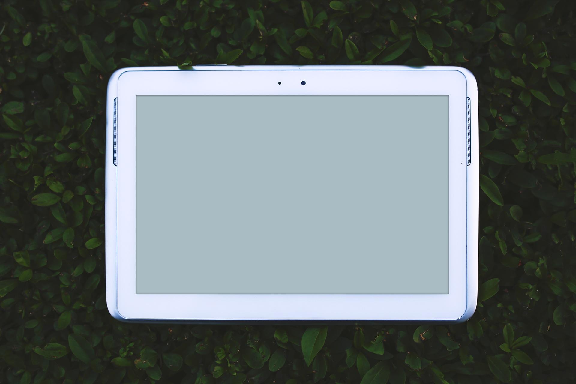 Fotos gratis : móvil, césped, ligero, Ipad, tecnología, blanco ...