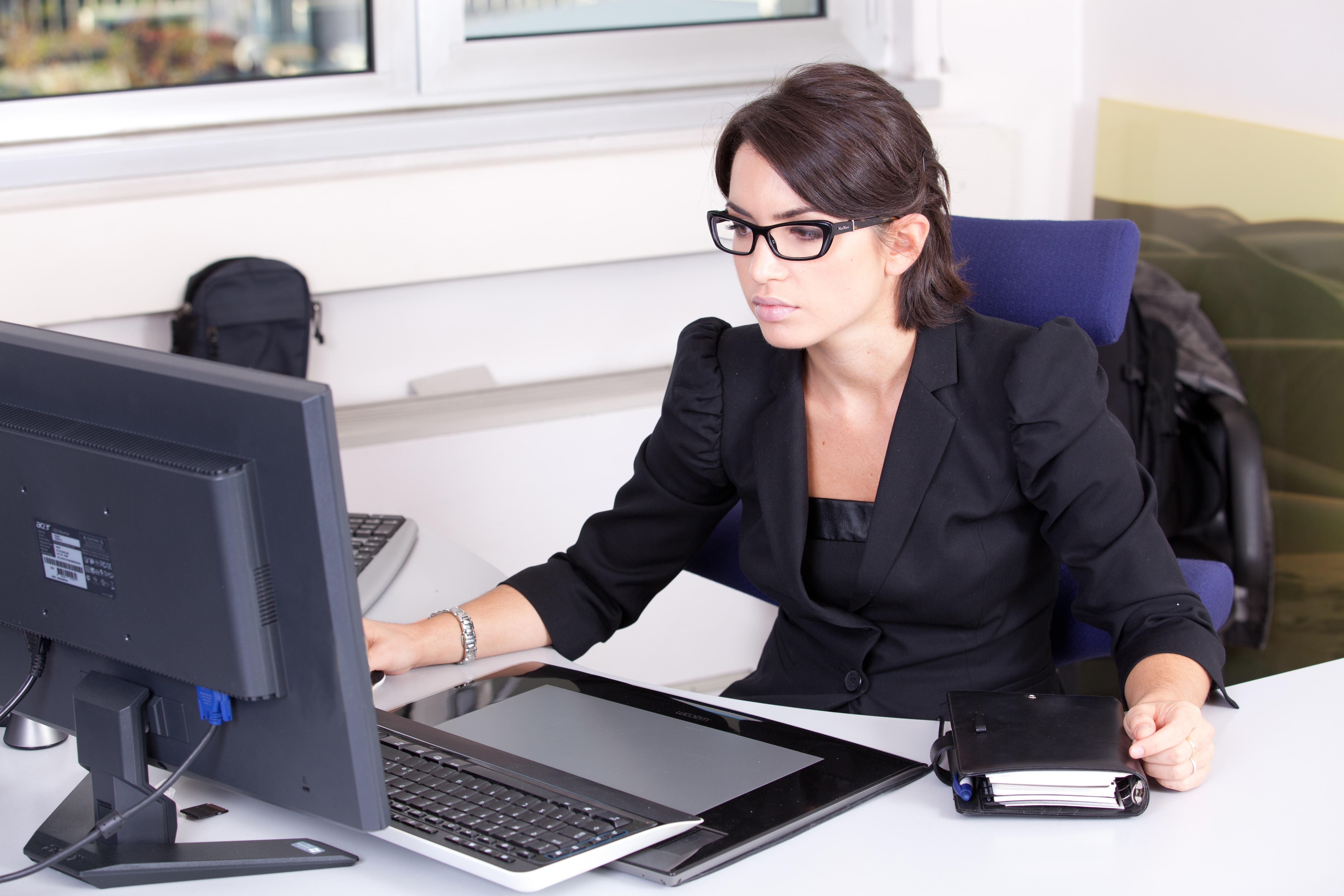 Fotos gratis computadora escritura trabajo ni a for Computadoras para oficina