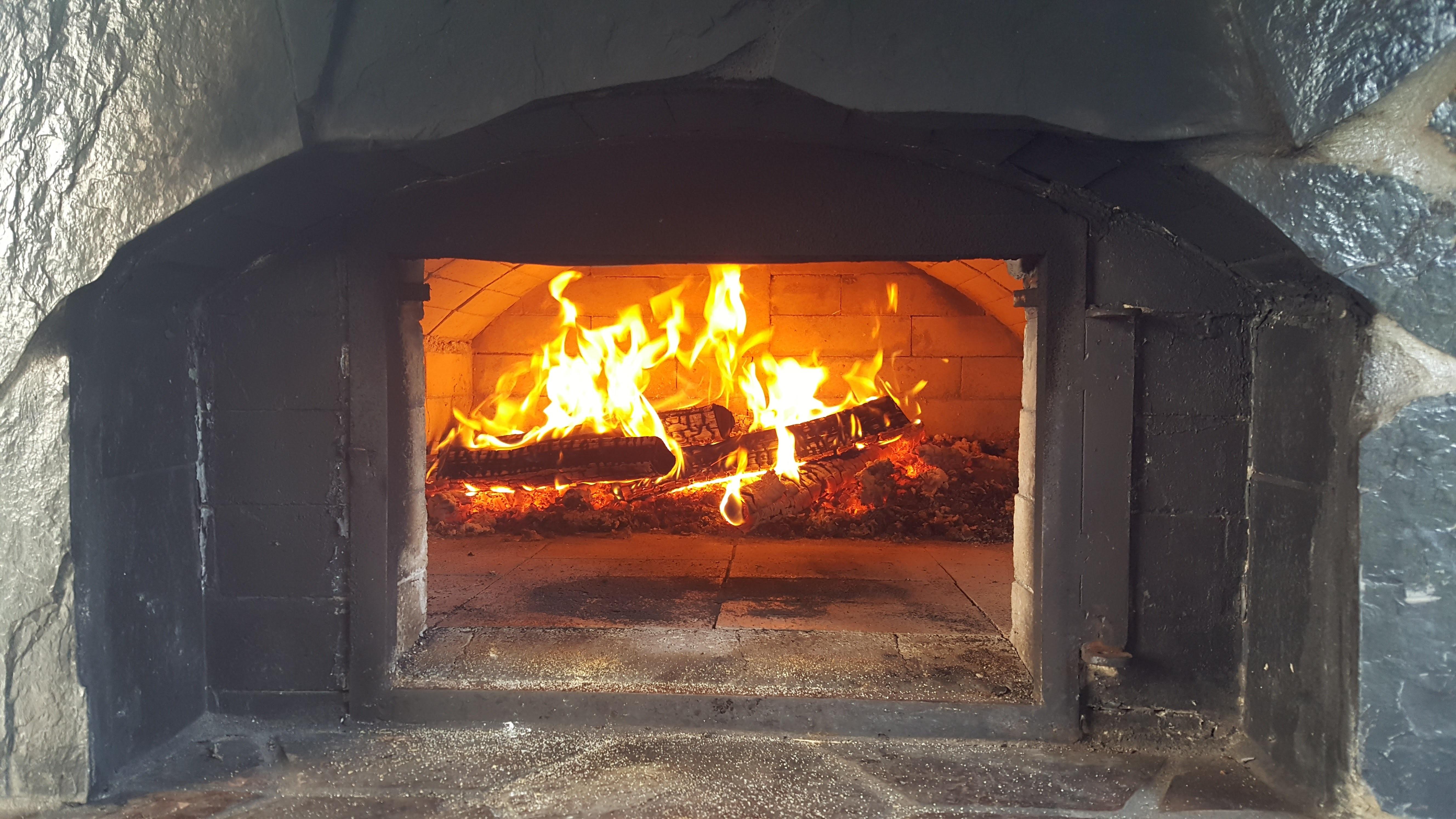 Fotos gratis cocina fuego chimenea le a ladrillo pizza ardiente caliente horno hogar - Cocina de fuego ...