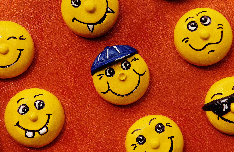 Gambar Imut Buatan Sendiri Tersenyum Tertawa Riang