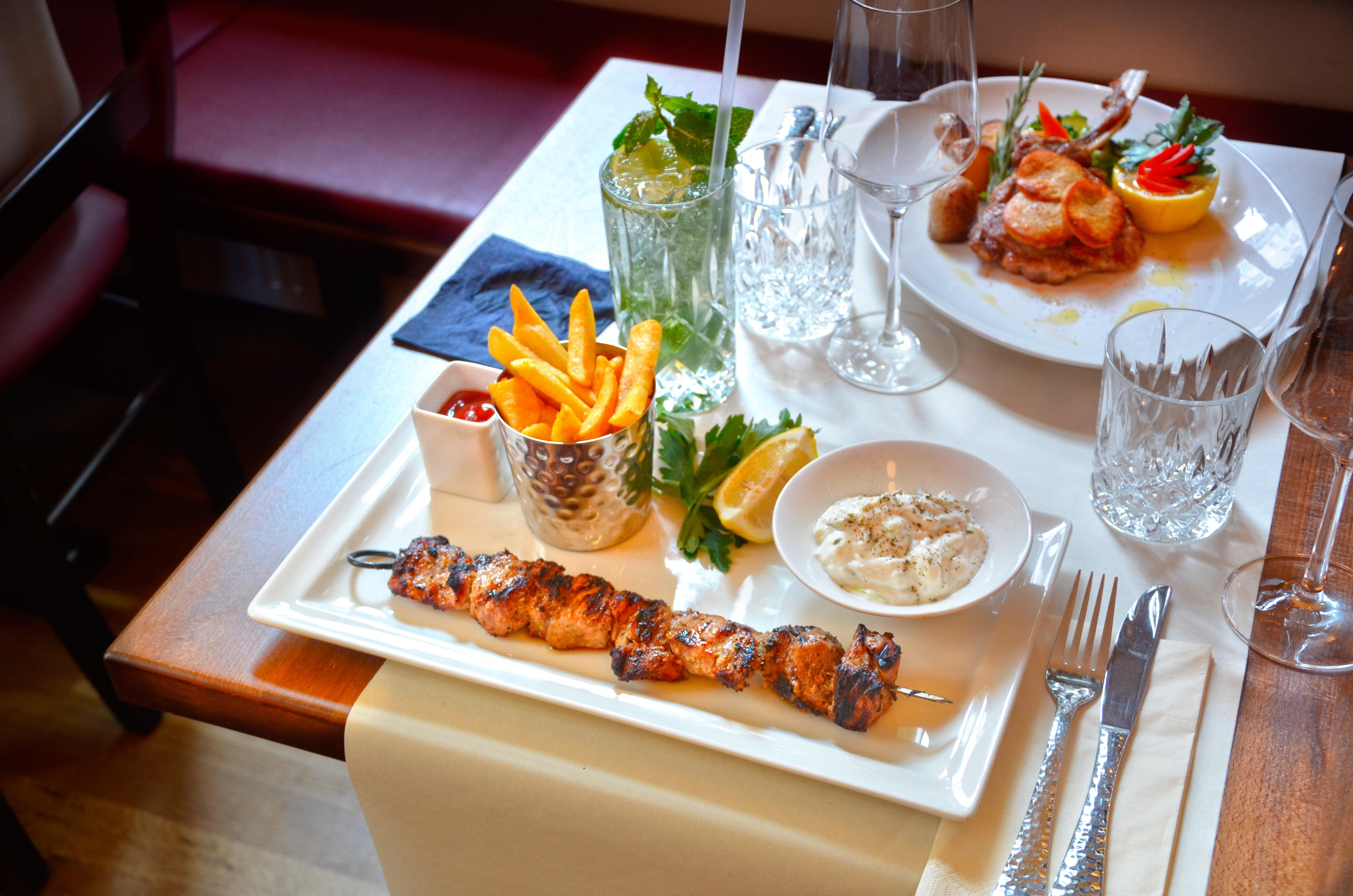 фото и картинки ужин в ресторане вот его
