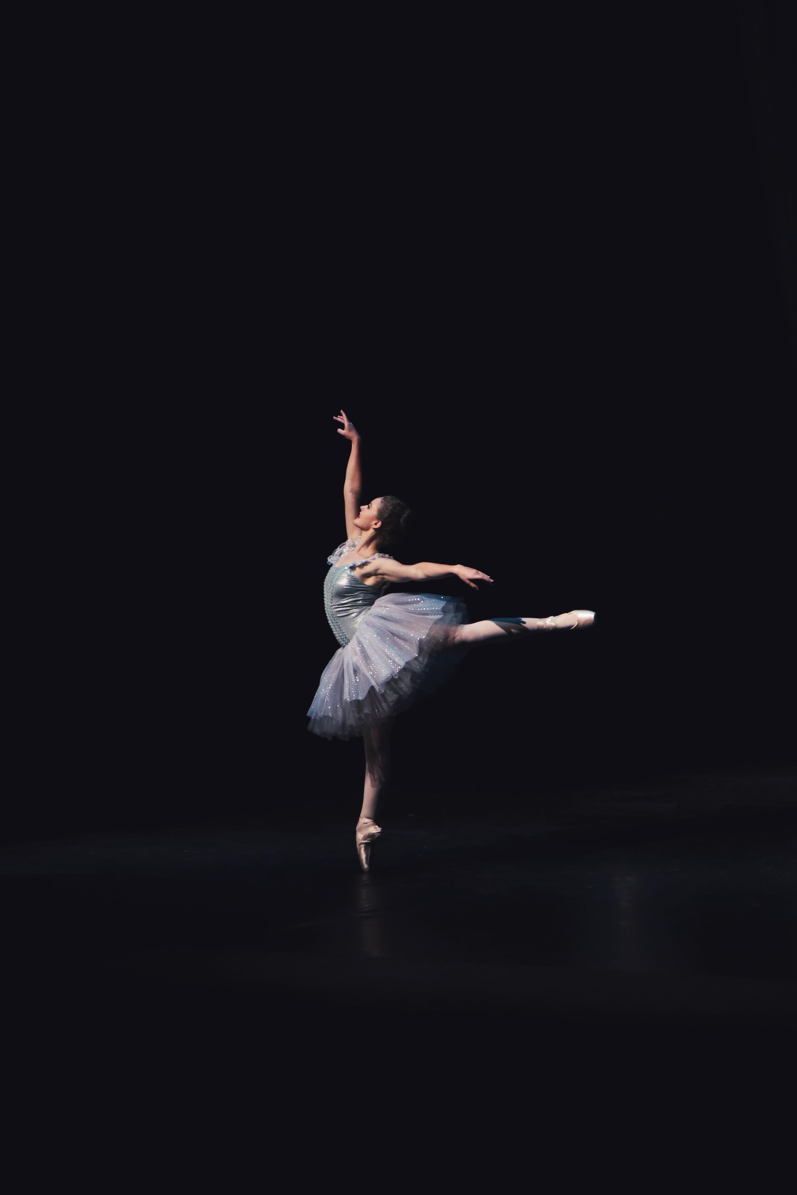 Эротический танец балерин