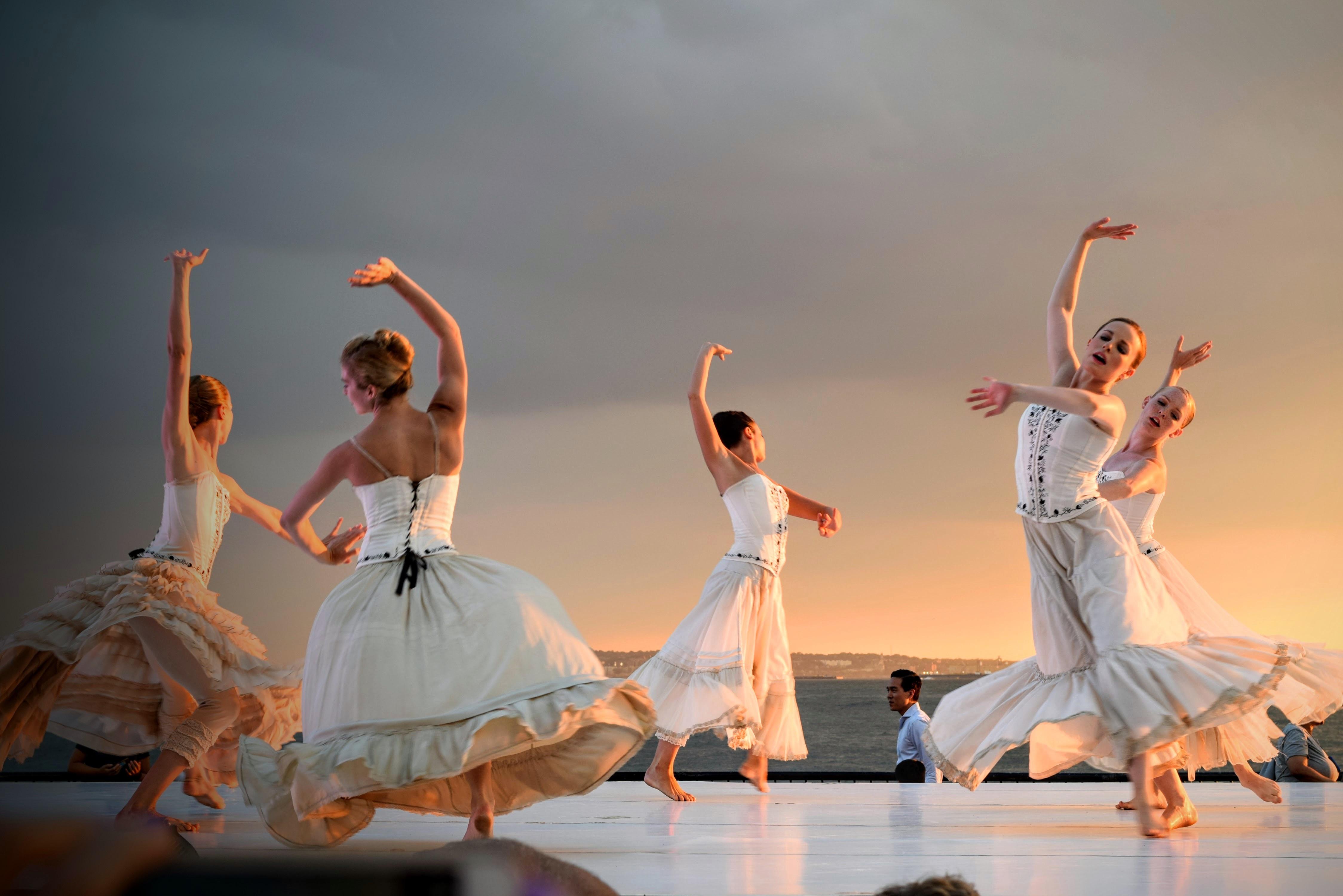 Menari balet performance art olahraga peristiwa hiburan seni drama koreografi tim olahraga teater musikal tari modern