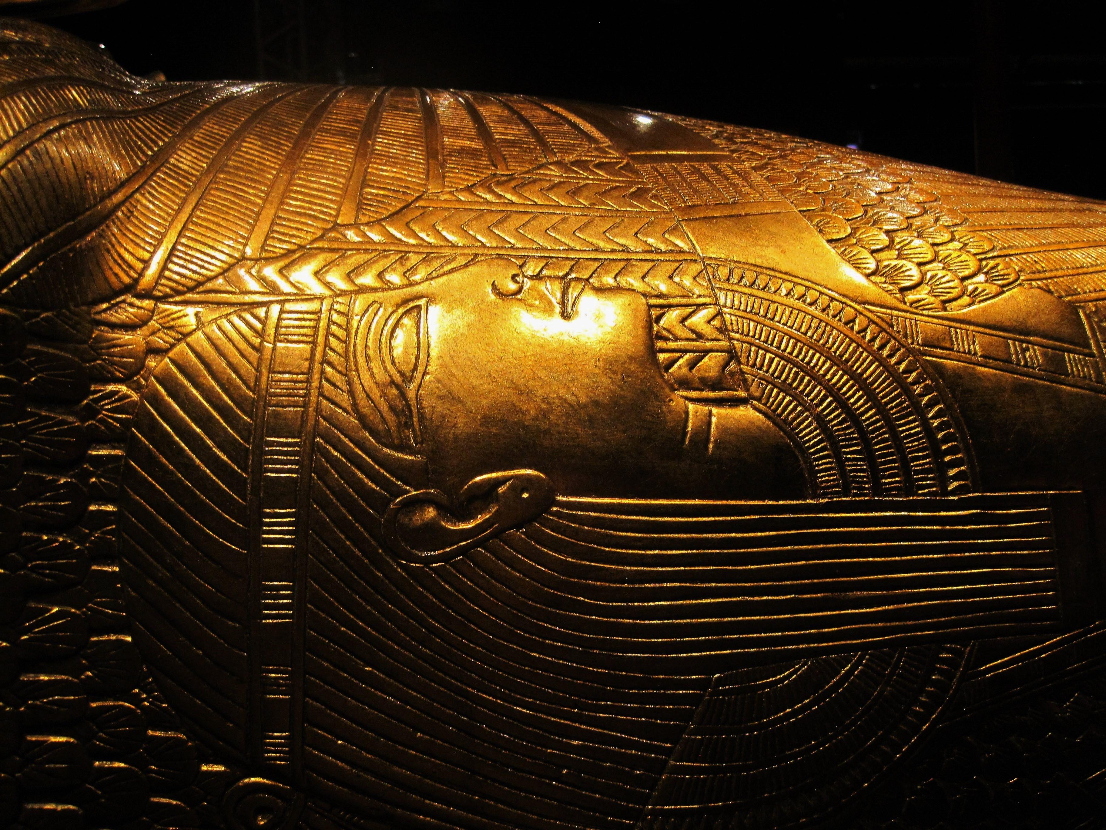 Tutankhamun&#39-s Gold Throne Stock Photo - Image: 48094927