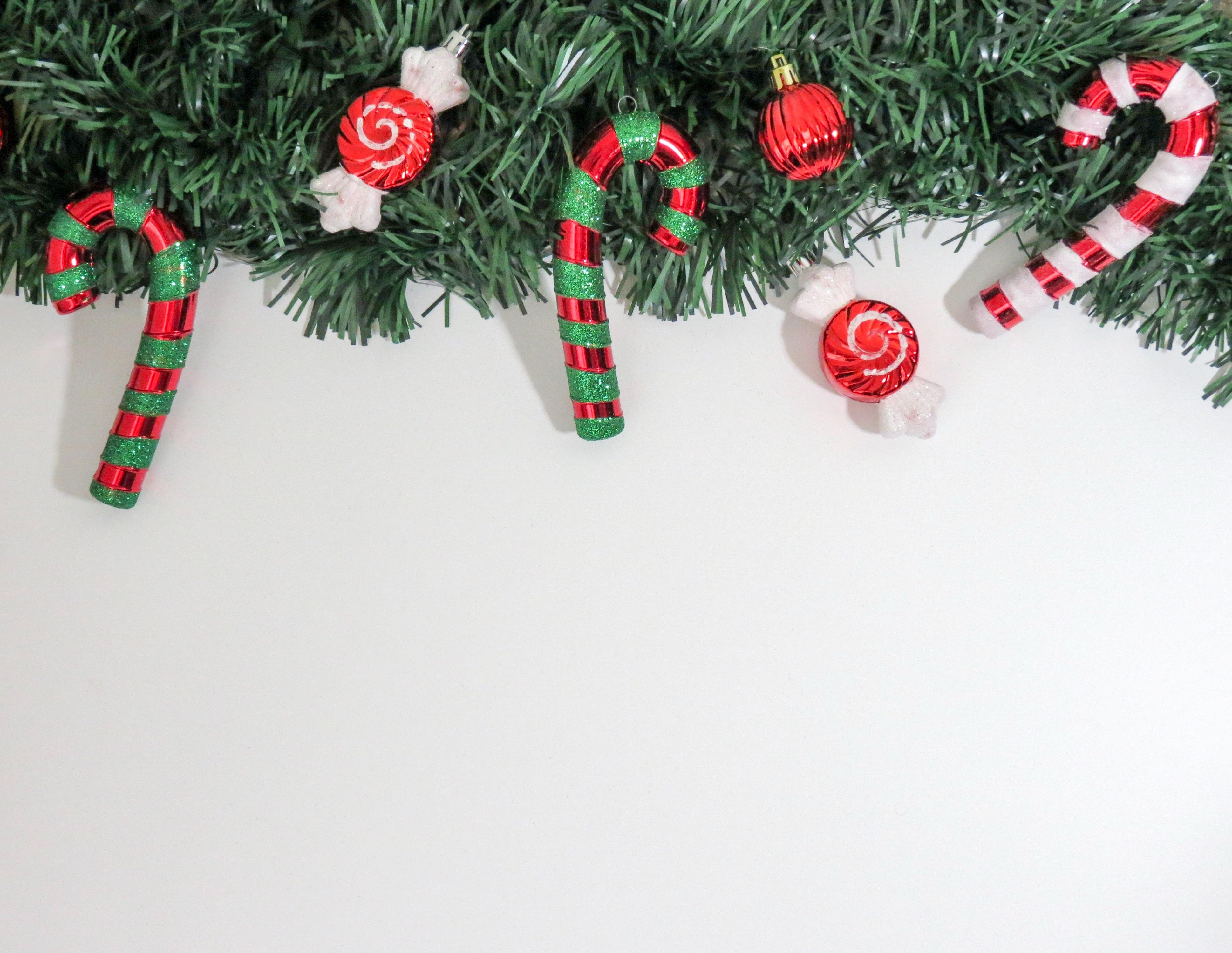 kostenlose foto dekoration gr n rot urlaub weihnachten tanne dekor weihnachtsbaum. Black Bedroom Furniture Sets. Home Design Ideas