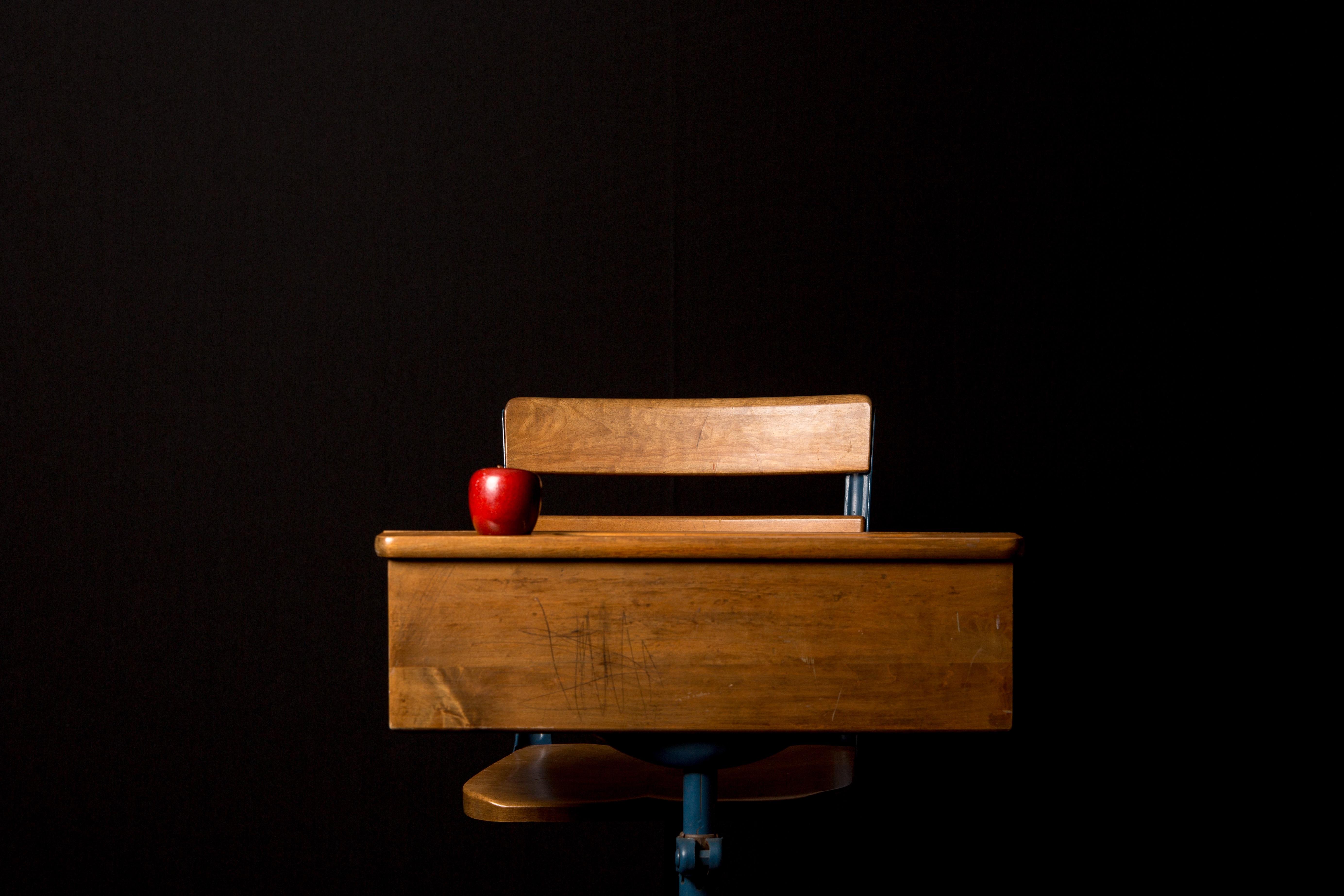 Images Gratuites Bureau Pomme Table Bois Chaise