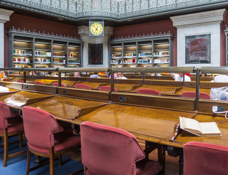 Fotos gratis escritorio edificio restaurante leyendo for Libros diseno interiores