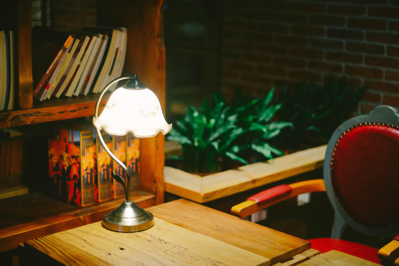Images gratuites : bureau café bois rouge couleur les tables