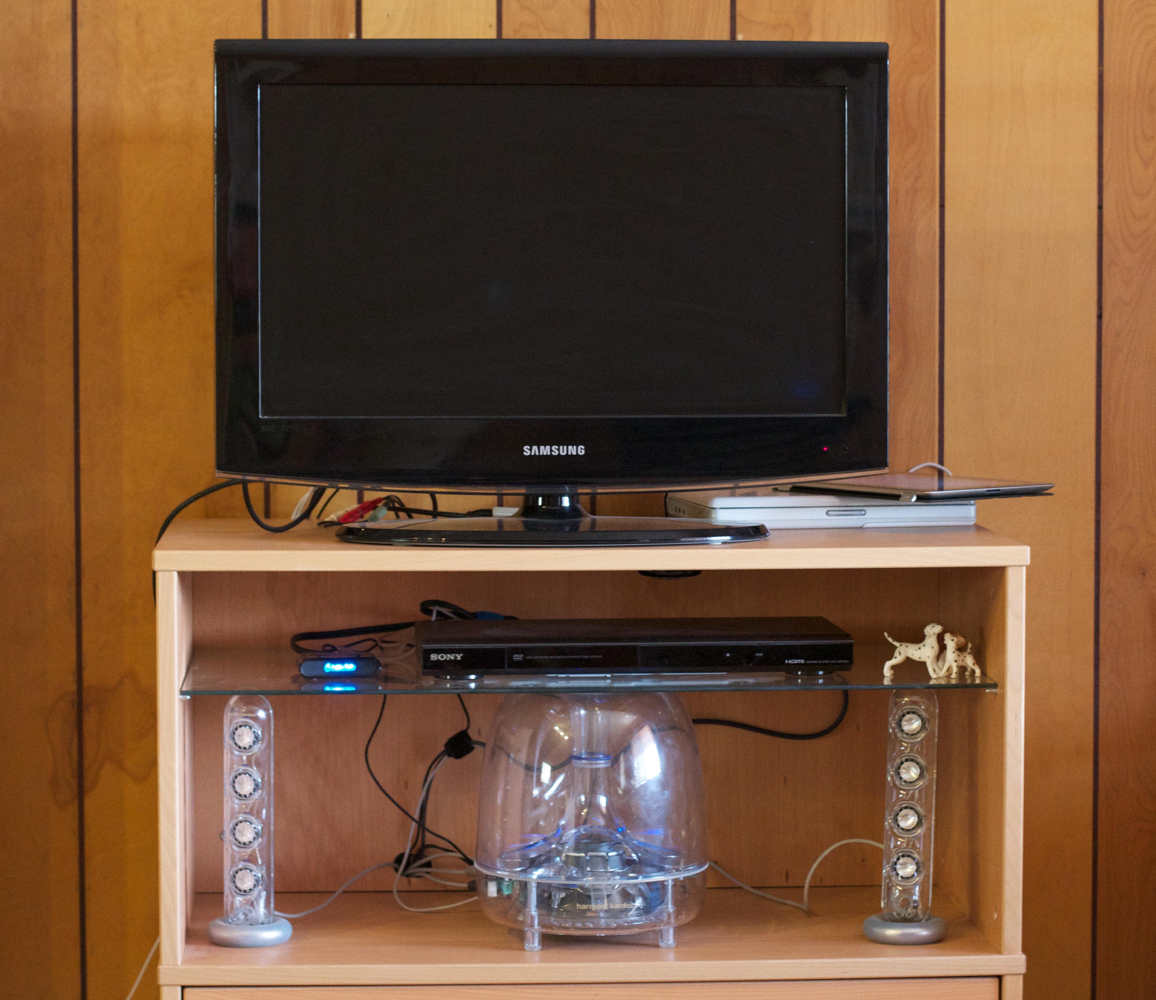 escritorio estante televisin mueble habitacin multimedia computadora de escritorio computadora personal dispositivo de