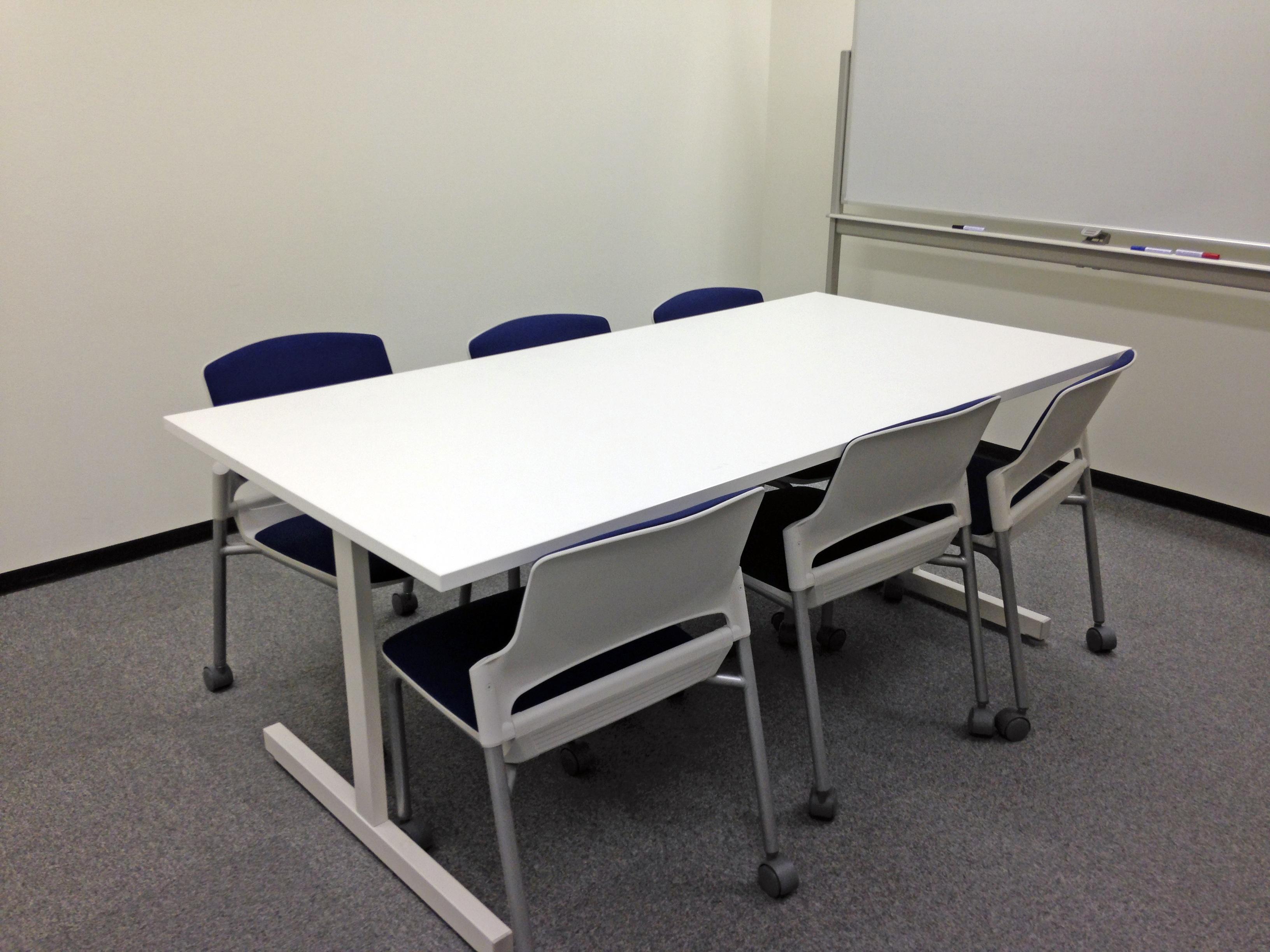 Fotos gratis : escritorio, mesa, silla, piso, espacio, oficina ...