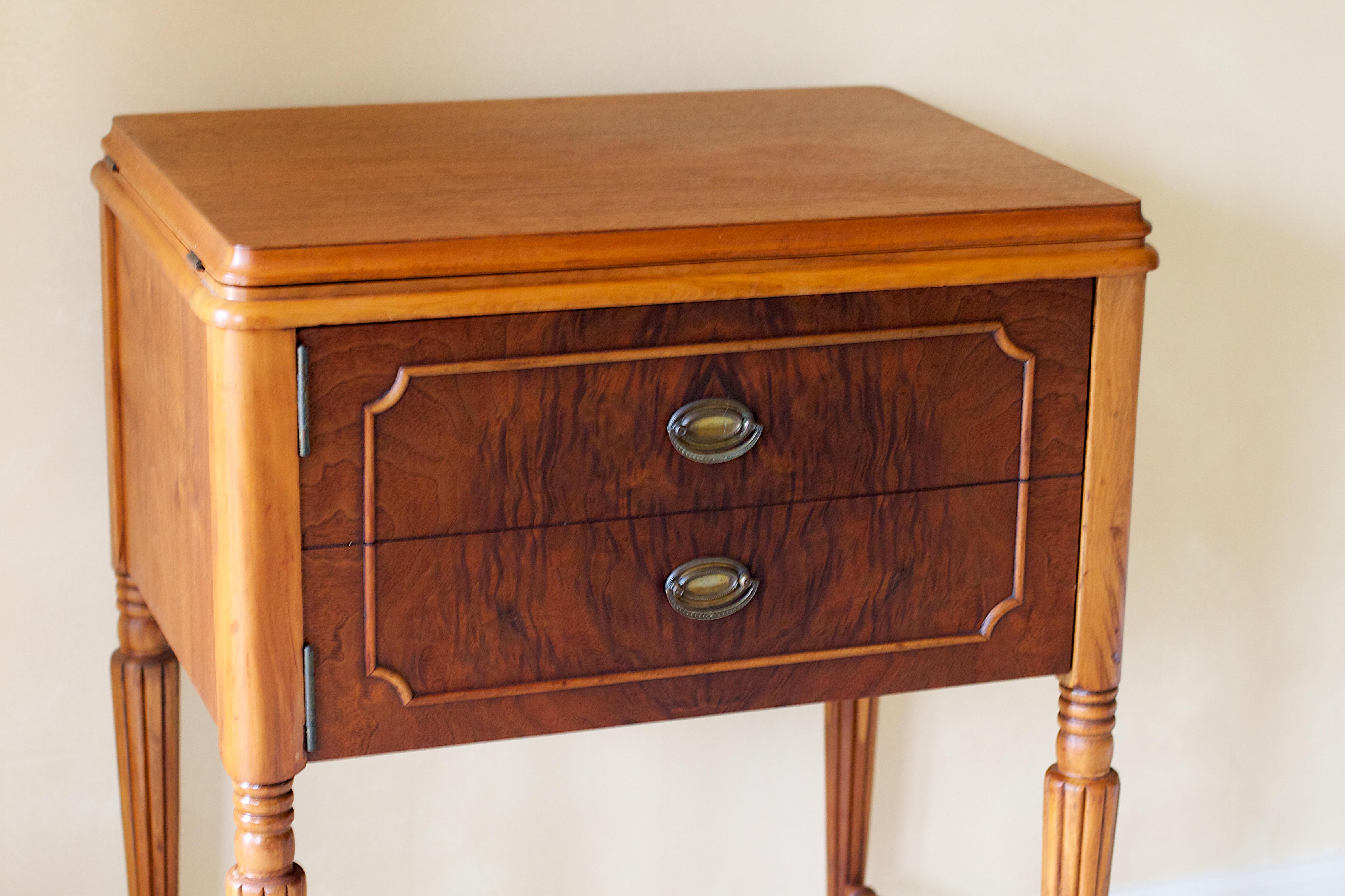 Fotos gratis : escritorio, mueble, pecho, mesita de noche, cajón ...