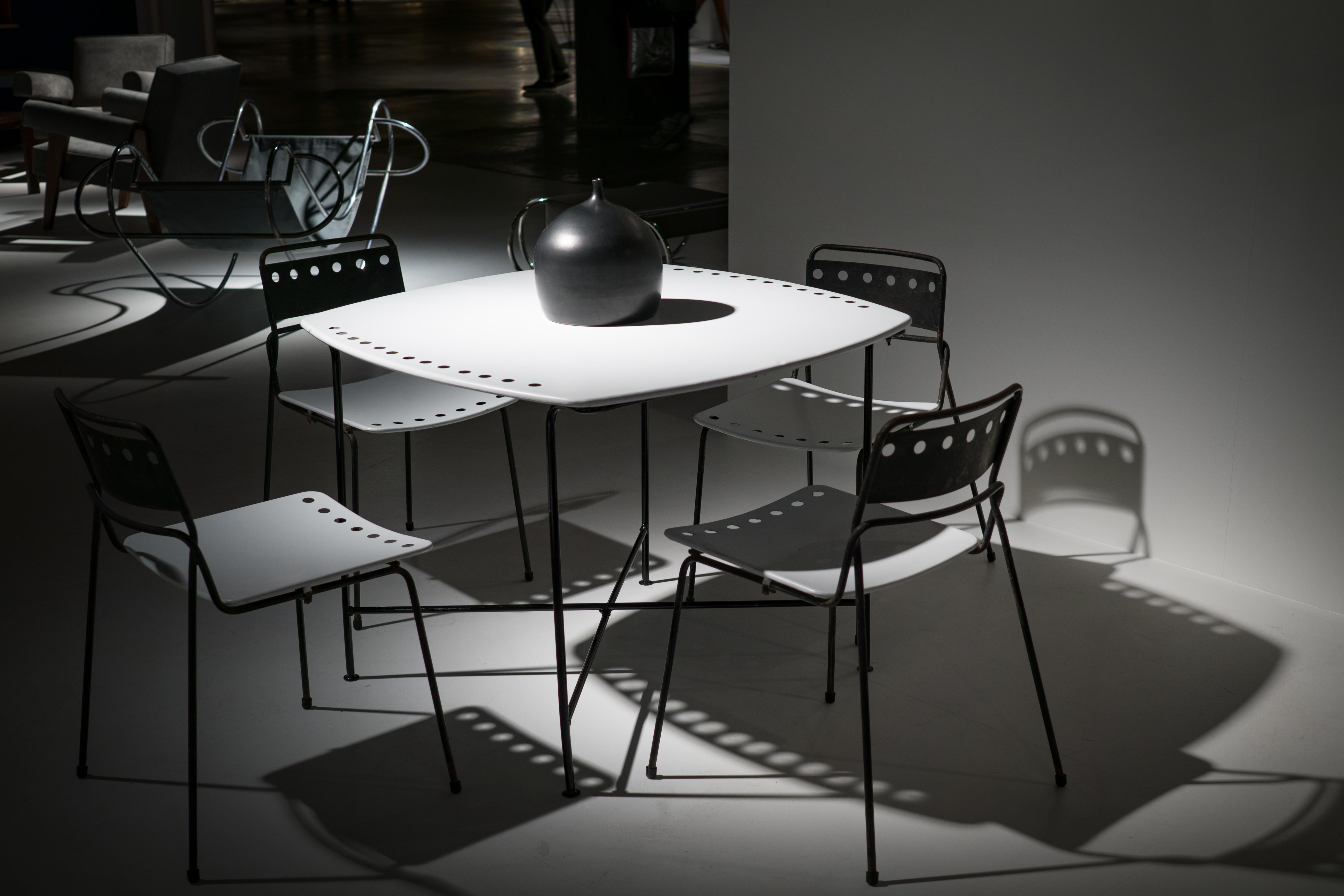 Images gratuites bureau table lumière noir et blanc chaise