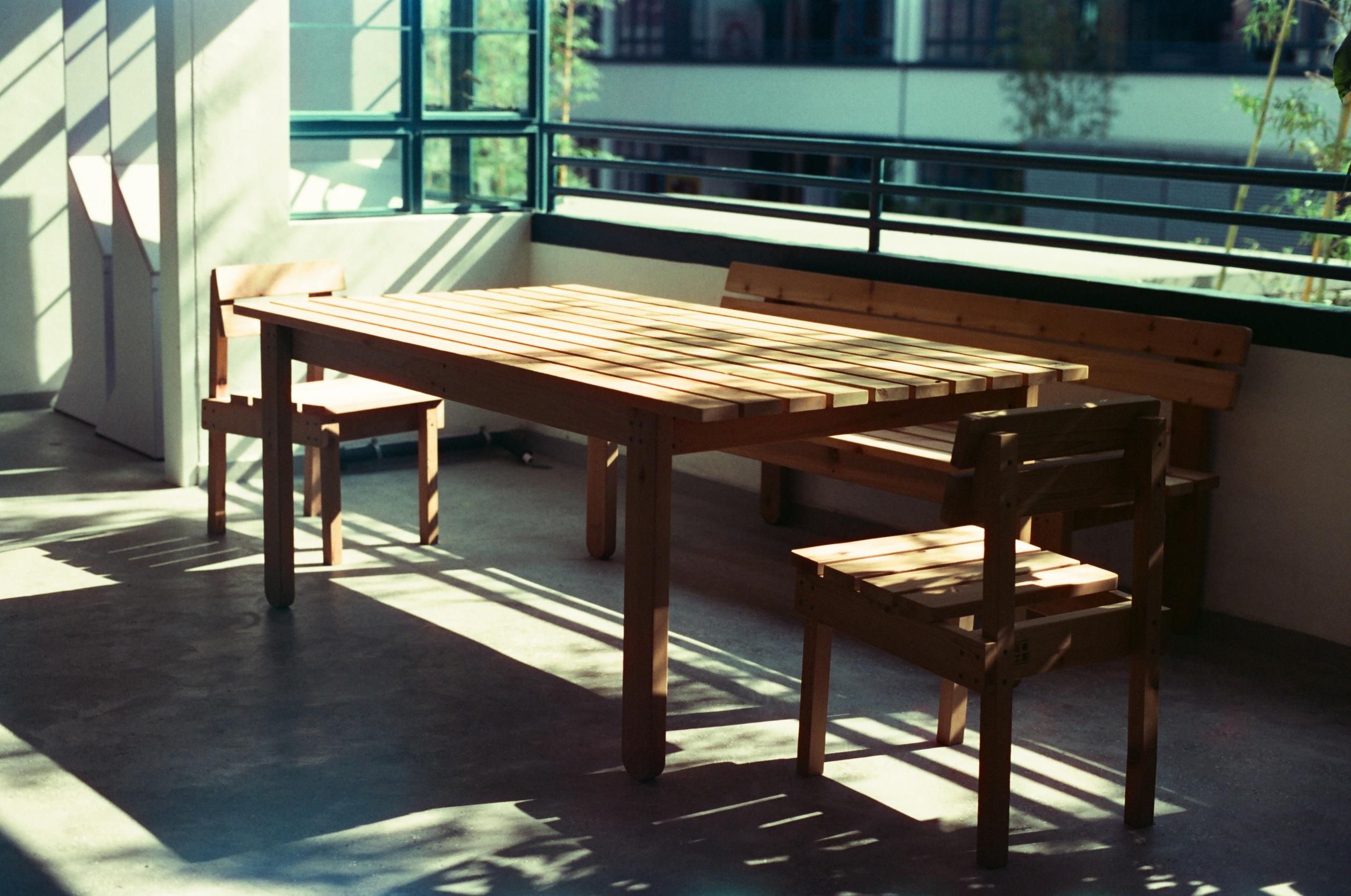 Nytt Bildet : pulten, bord, tre, benk, sollys, balkong, møbler, rom GZ-64