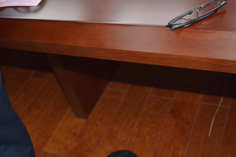 Fotos gratis escritorio piso mueble habitaci n - Mesas madera exterior ...