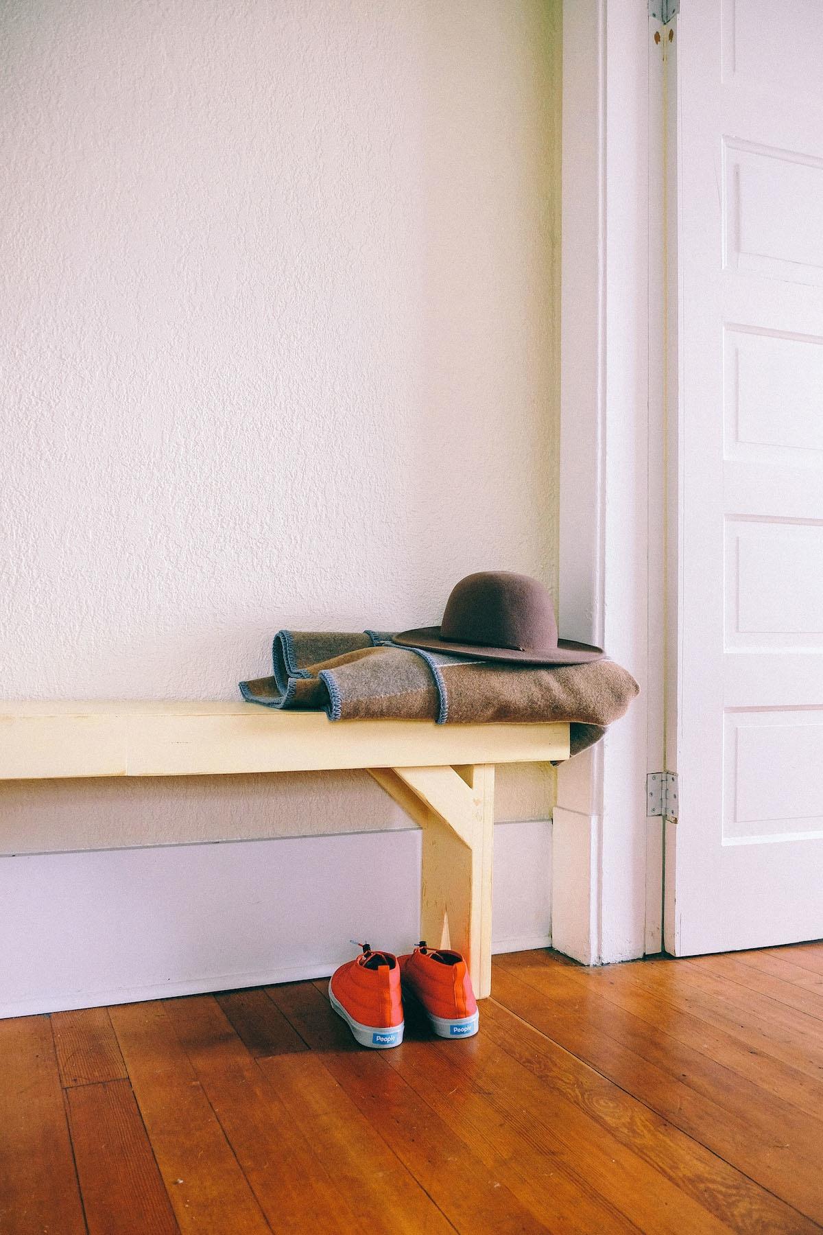 Kostenlose foto : Schreibtisch, Tabelle, Holz, Stock, Regal ...