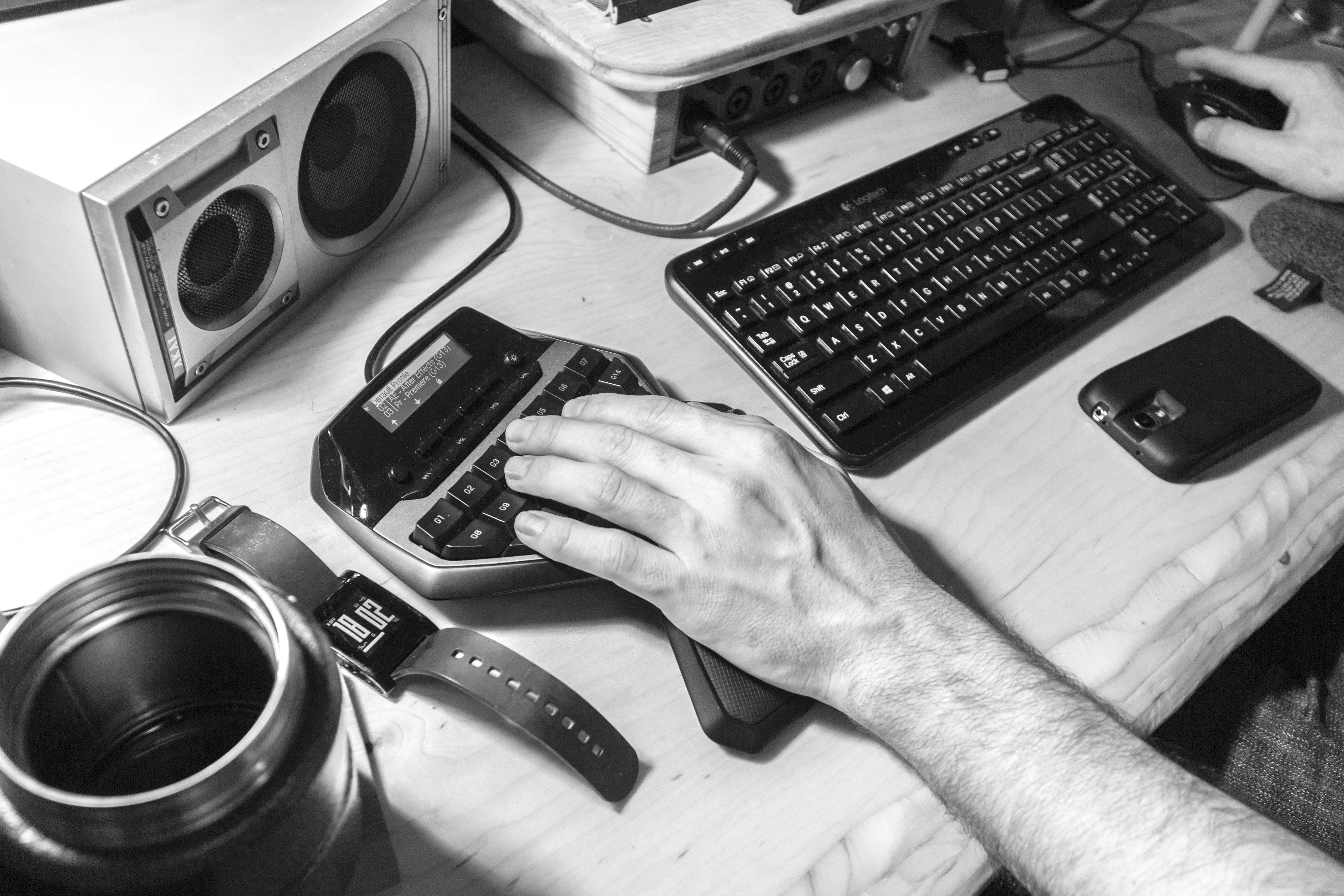 Images gratuites bureau homme noir et blanc bois clavier la
