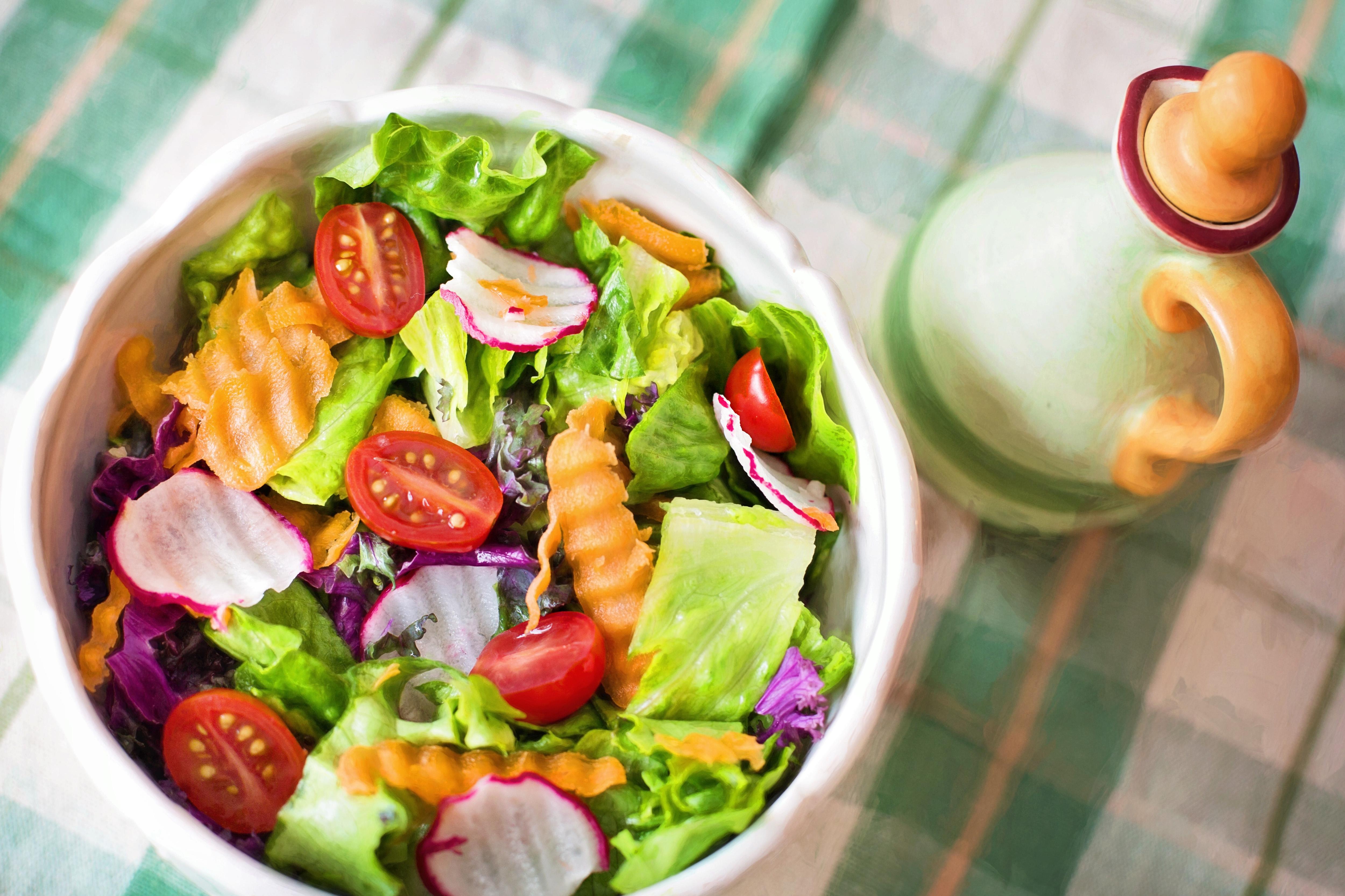 Avocado prawn salad with vietnamese dressing