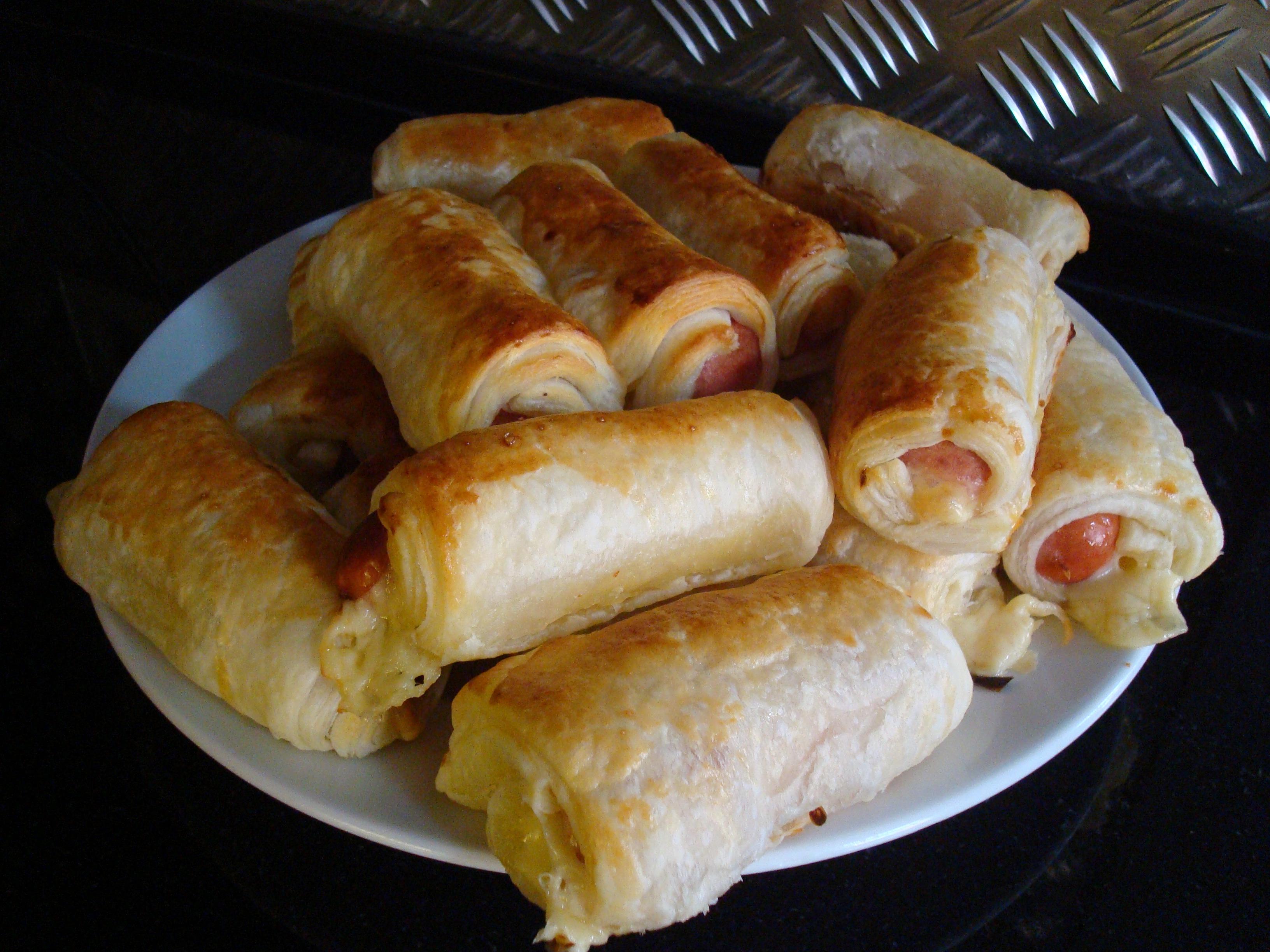 Конвертики из слоеного теста с курицей и сыром с пошагово