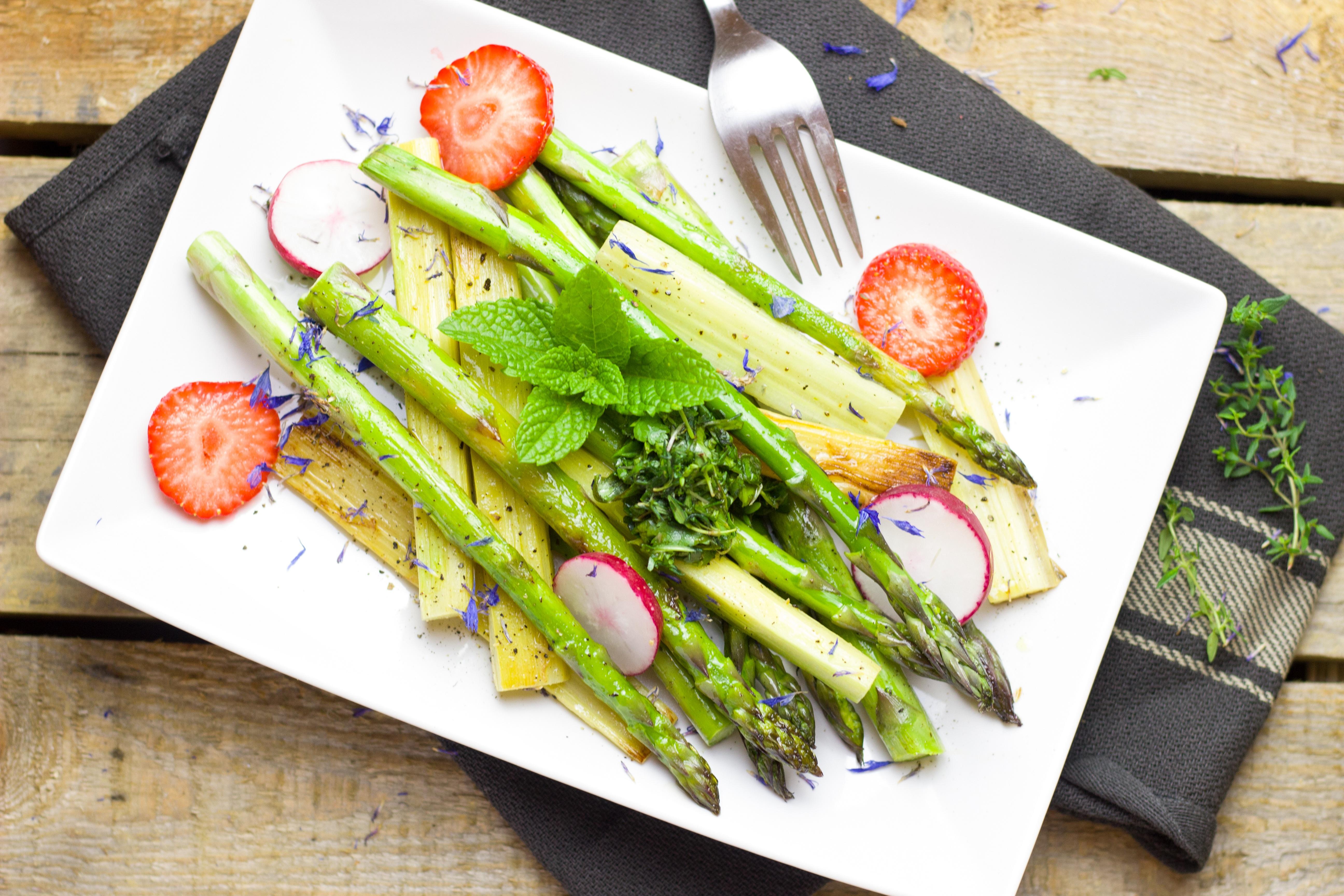 Immagini belle piatto cibo insalata primavera verde for Cucinare vegetariano