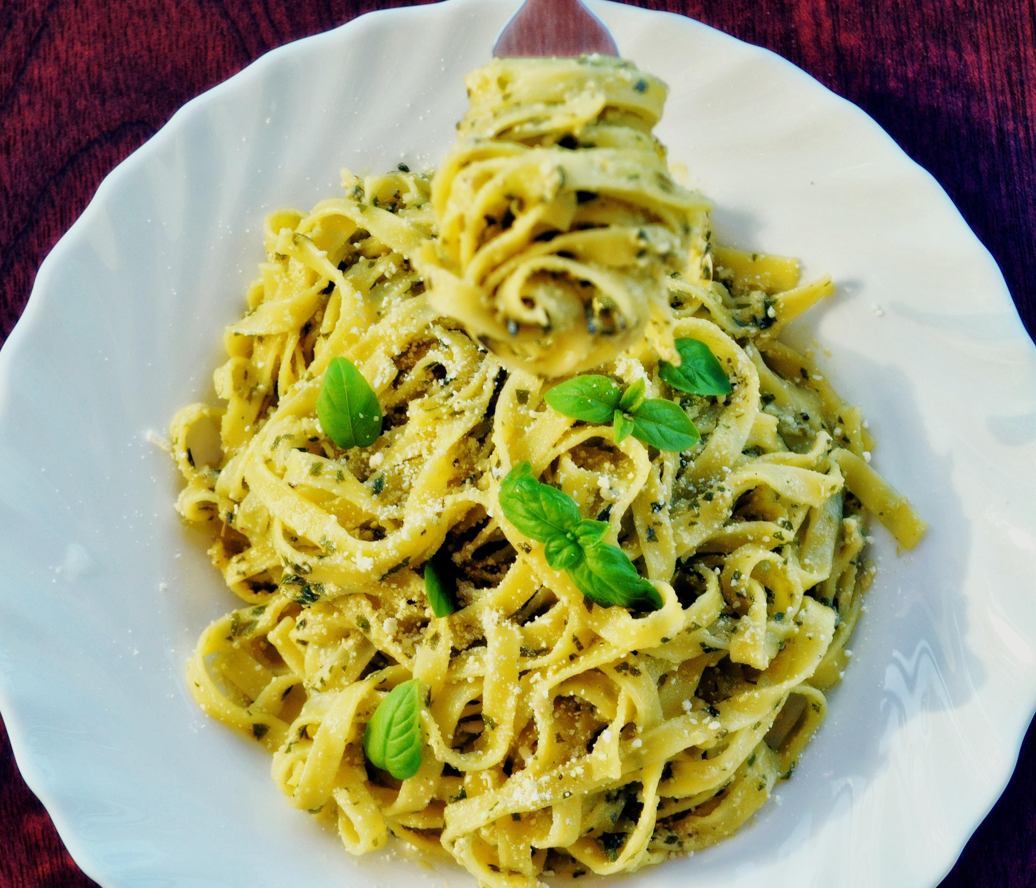 Spagetti için kremsi bir sos pişirmek nasıl
