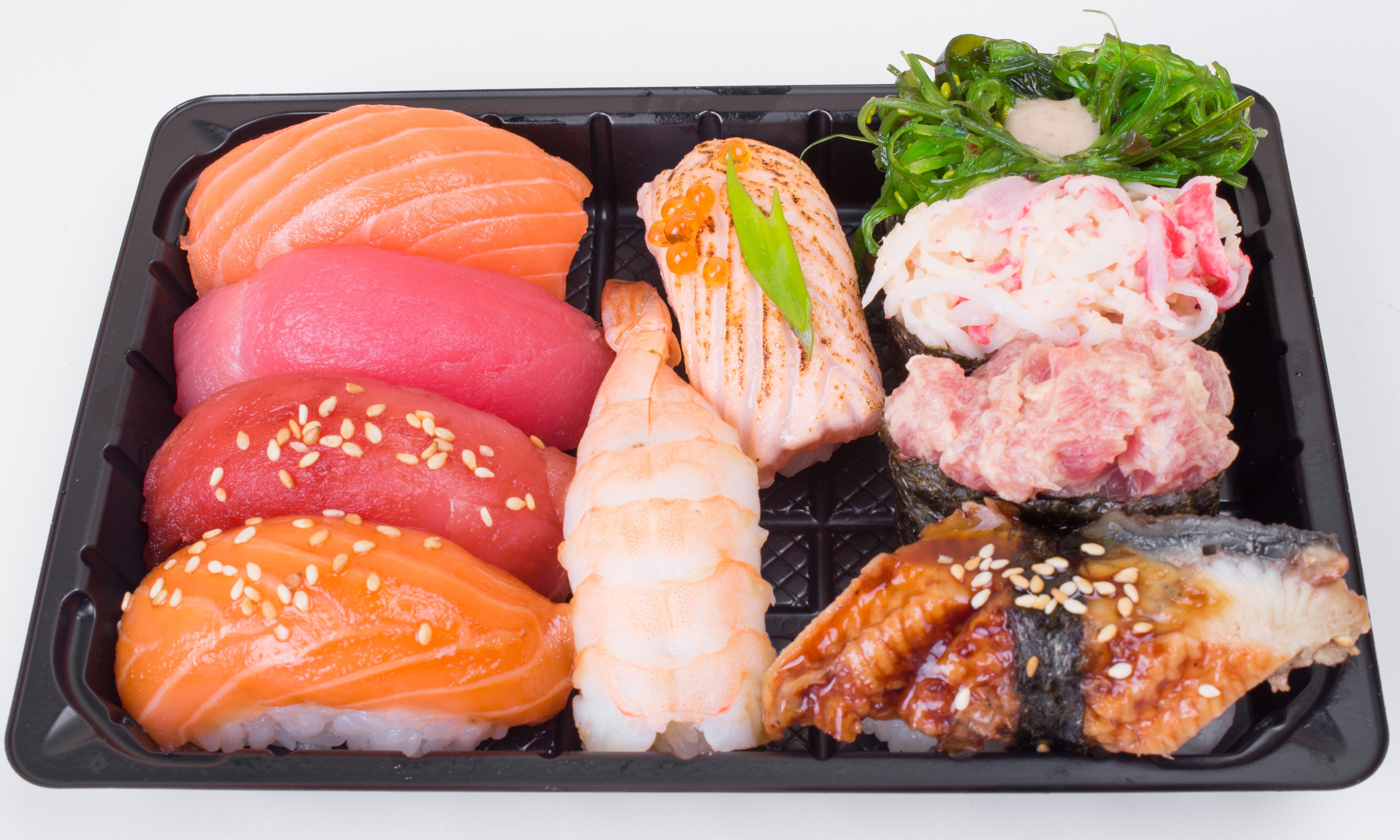 Fotos gratis : plato, pescado, Japón, comida asiática, Sushi ...