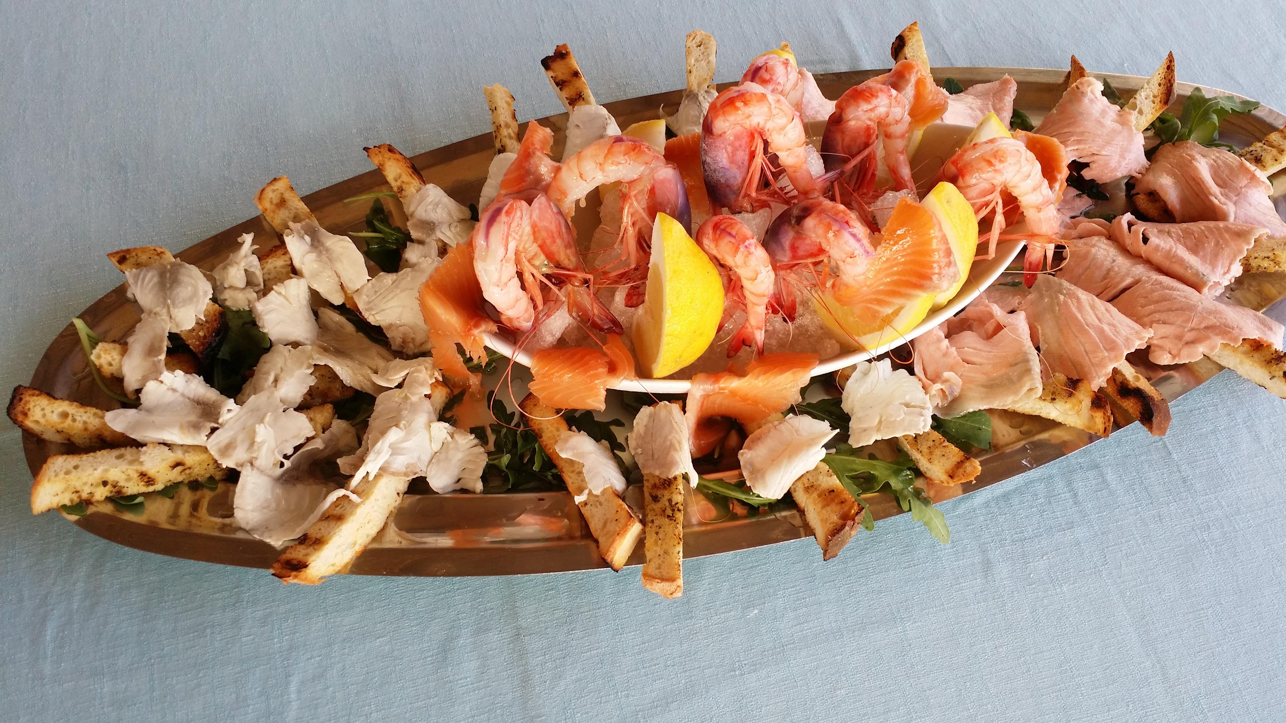 Fotos gratis plato comida pescado carne platos alta for Decoracion de platos gourmet pdf