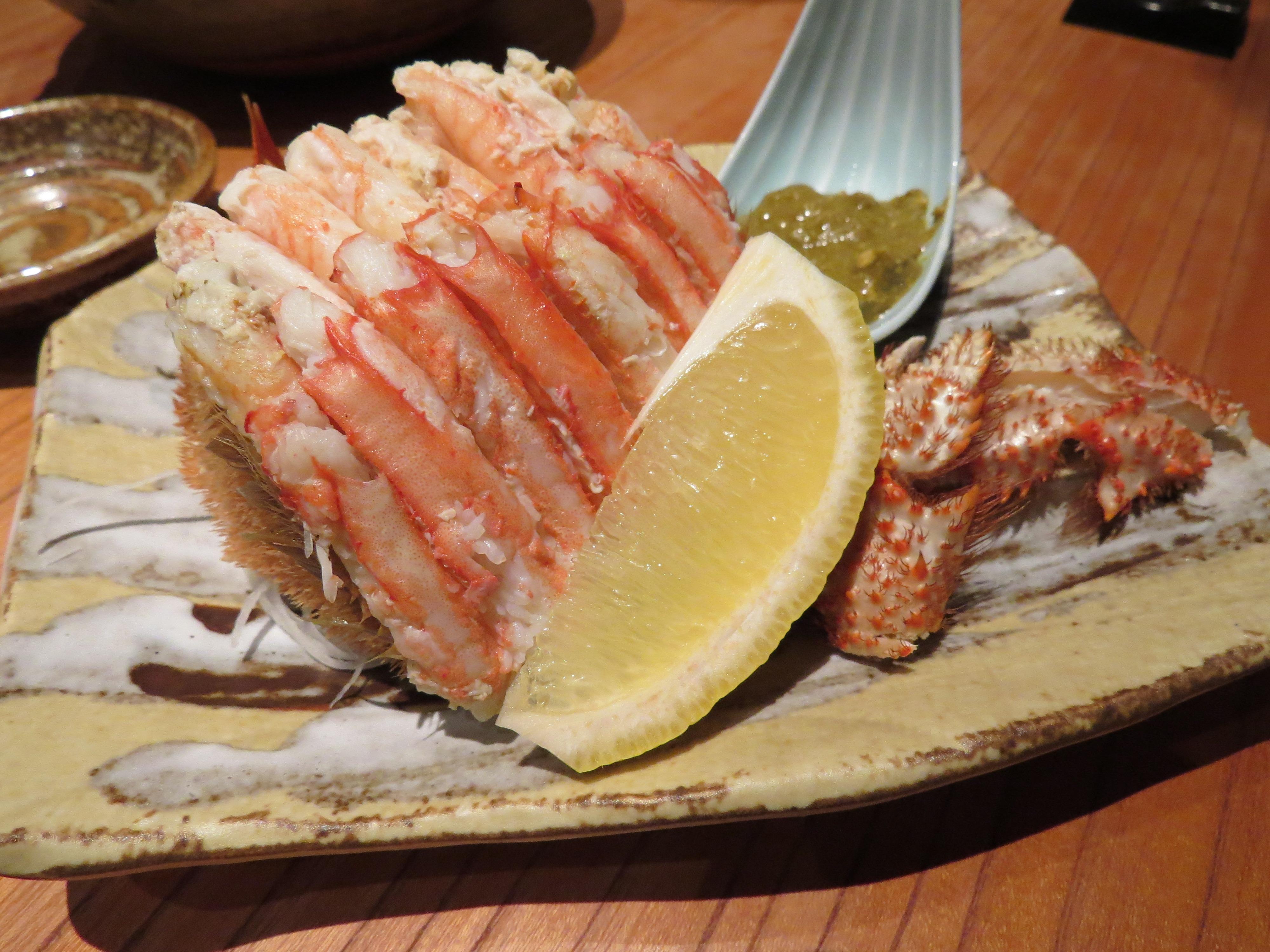 Foto raf tabak yemek g da plaka deniz r nleri taze for Animals that are included in the cuisine of seafood