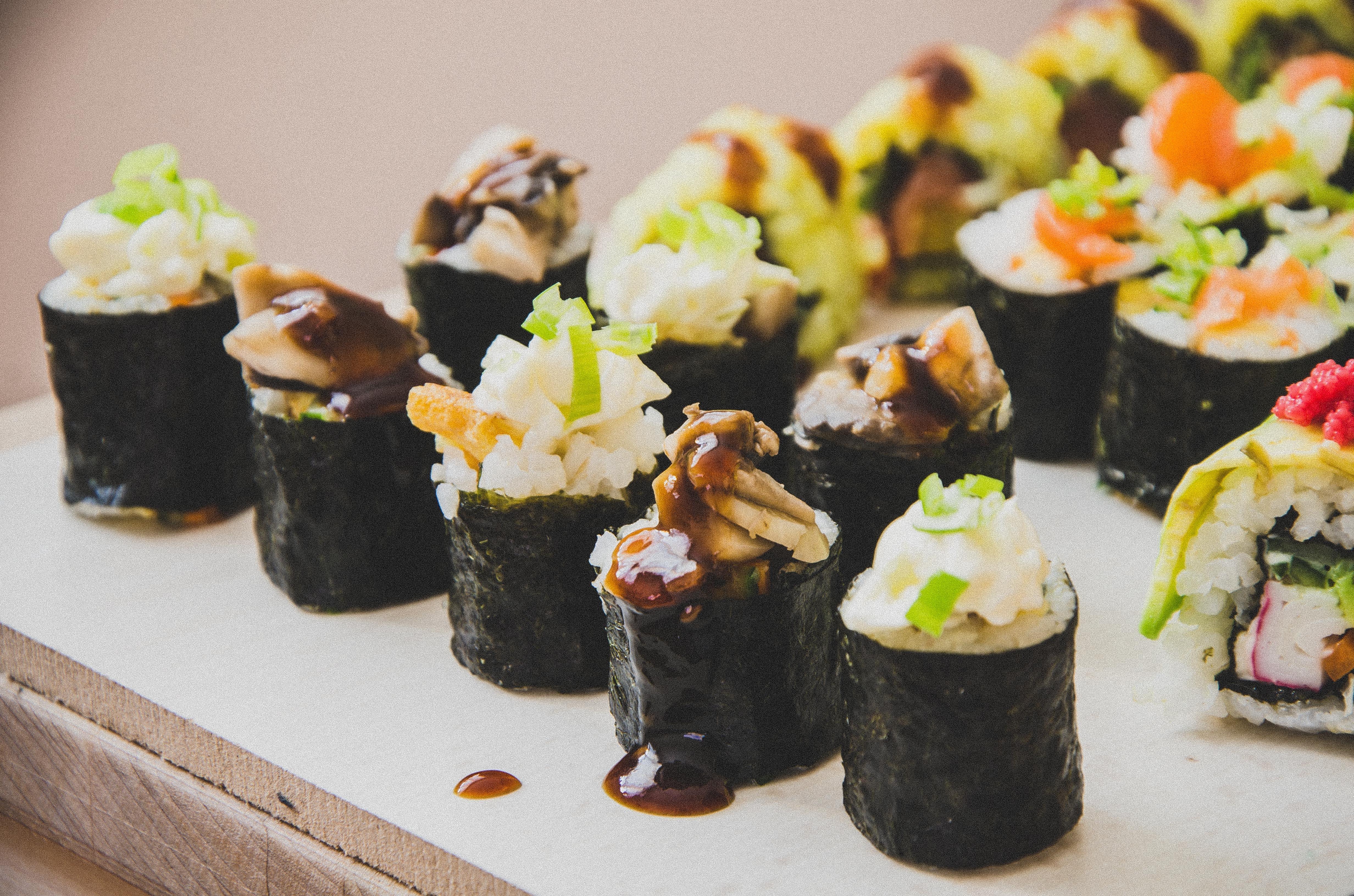 plato comida comida algas marinas cocina arroz comida asitica sushi hors d oeuvre cocina japonesa gimbap