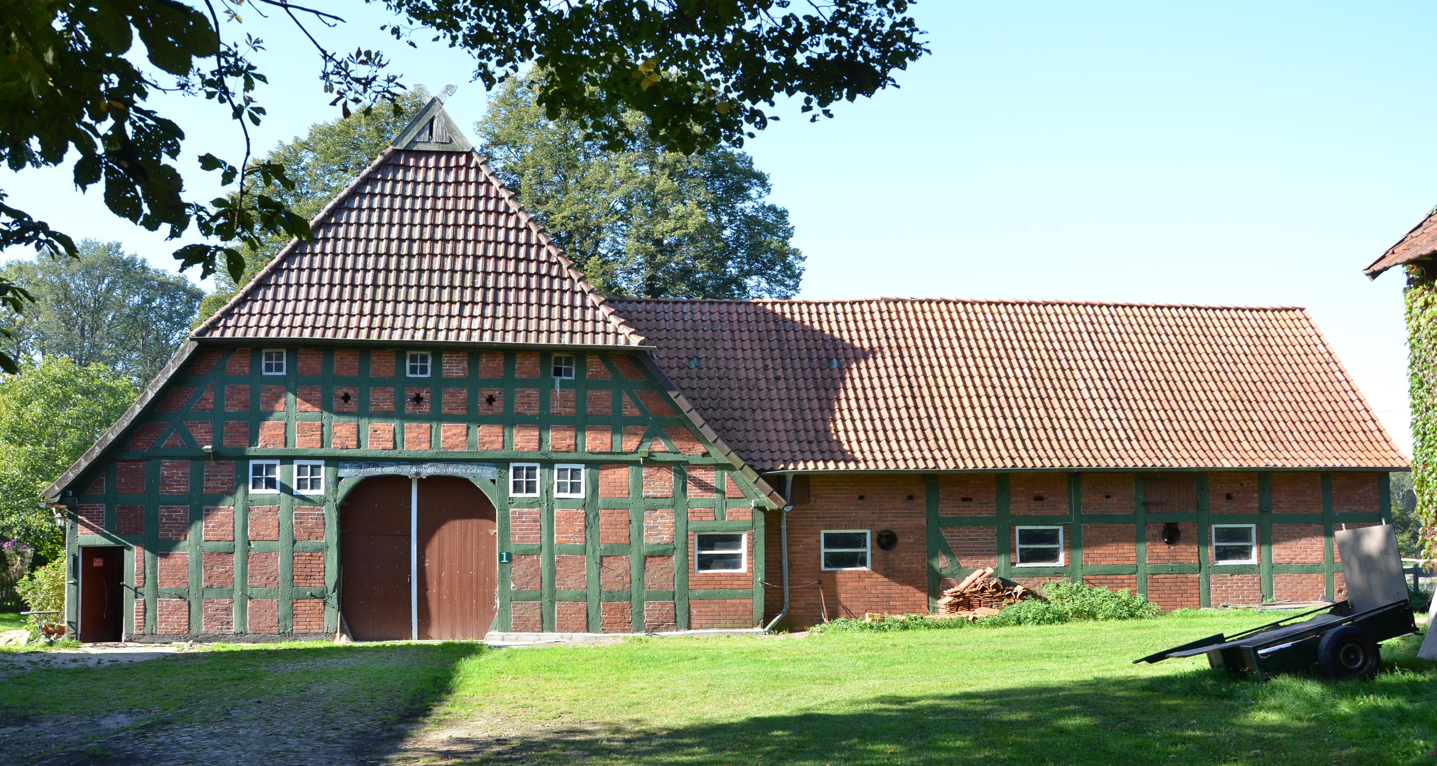Fotos gratis : granja, techo, edificio, granero, Monumento, cabaña ...