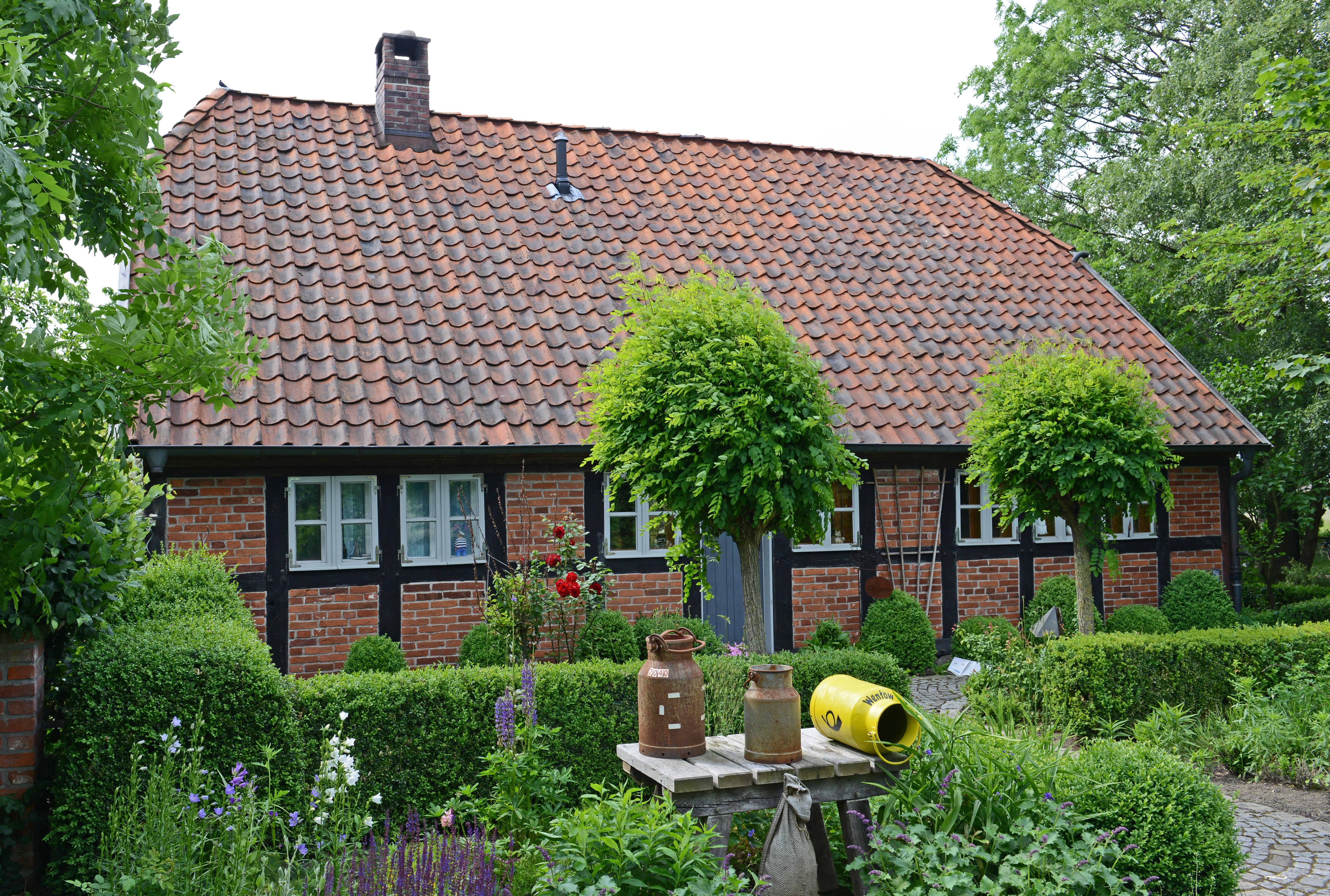 Gambar tanah pertanian halaman rumput vila atap