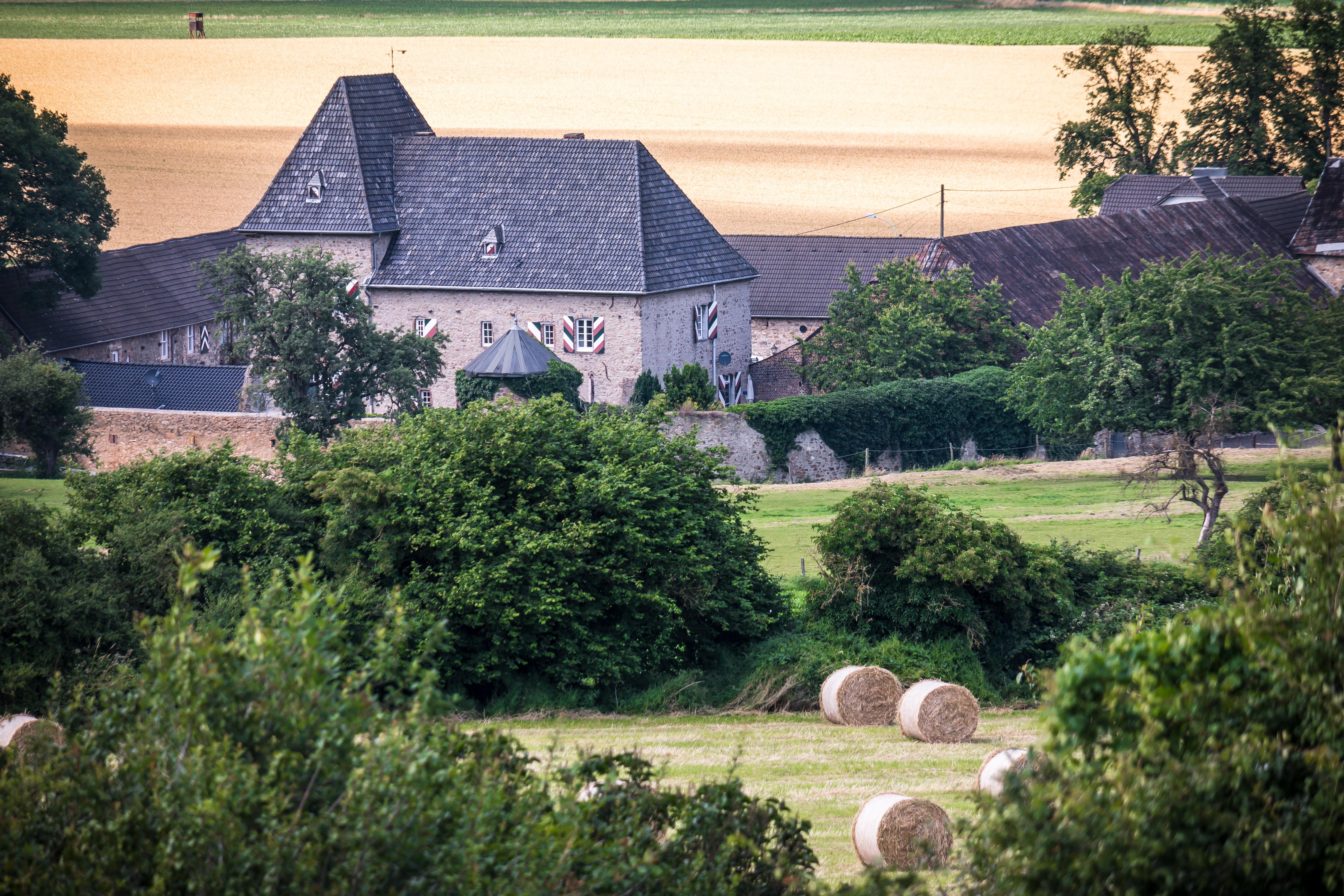 Images gratuites ferme manoir maison b timent for Extension maison zone rurale